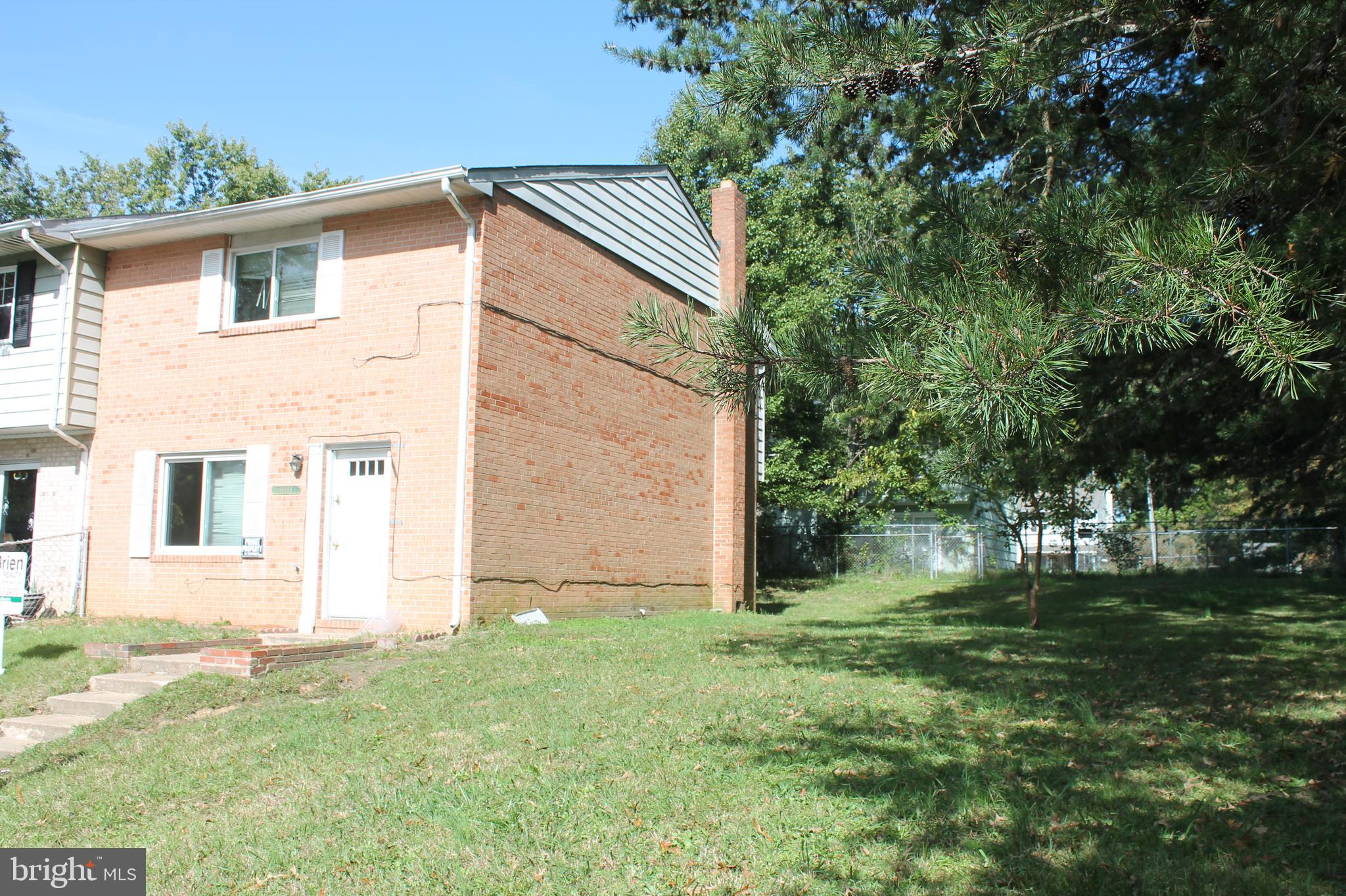 End unit town home with 3 bedrooms and 1.5 baths. nice back/side yard, and the road is being updated