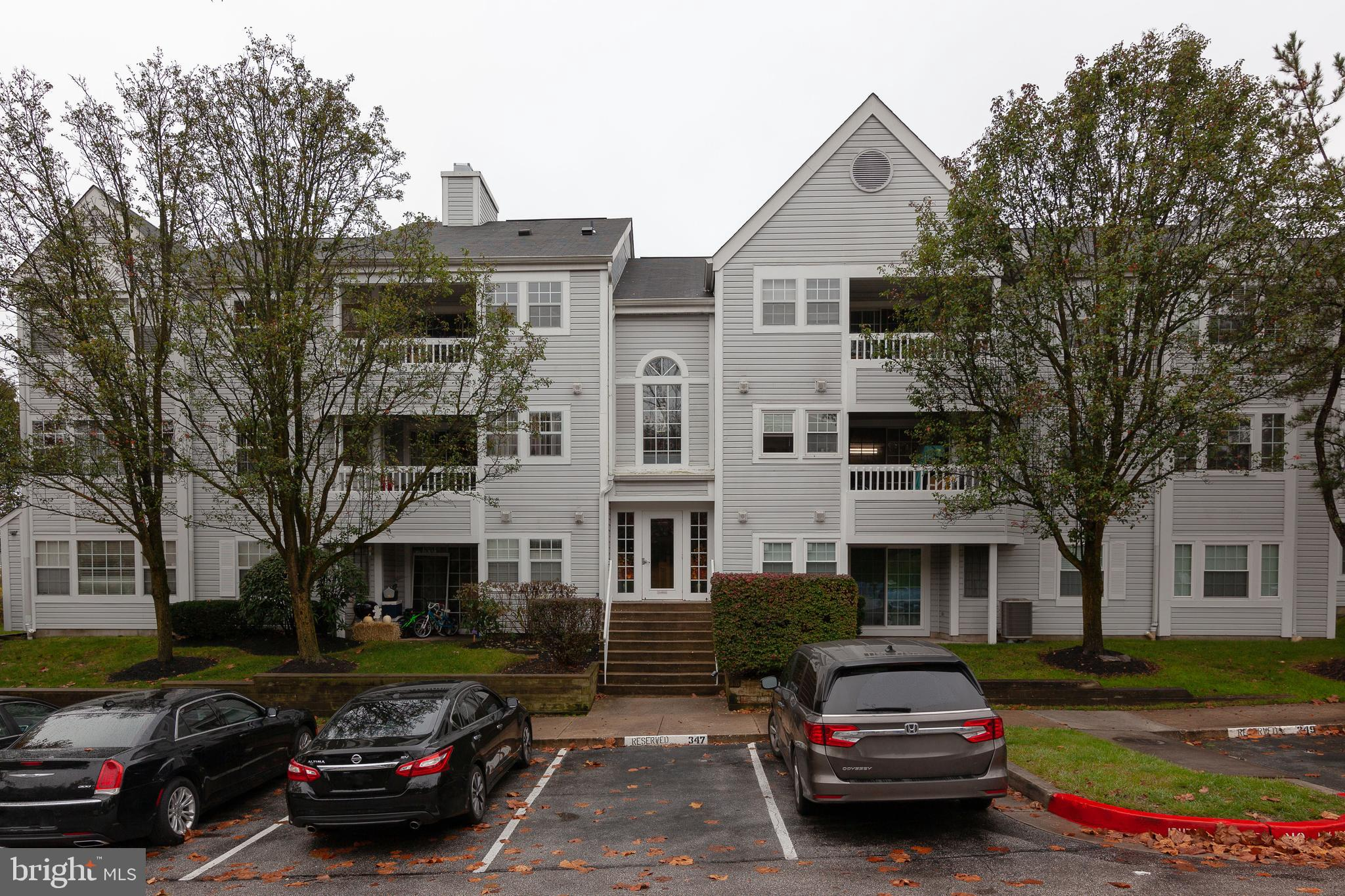 BACK ON THE MARKET!!  BEAUTIFUL 2nd level condo located in desirable Montgomery Run! This unit is re