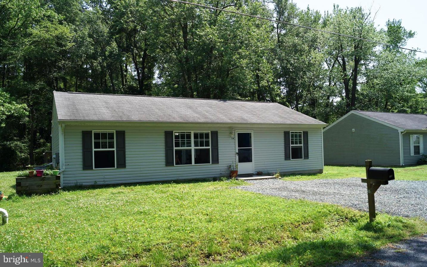 Priced to Sell Quickly at $260,000.  Charming and Cheery Rancher backing to trees creates a perfect