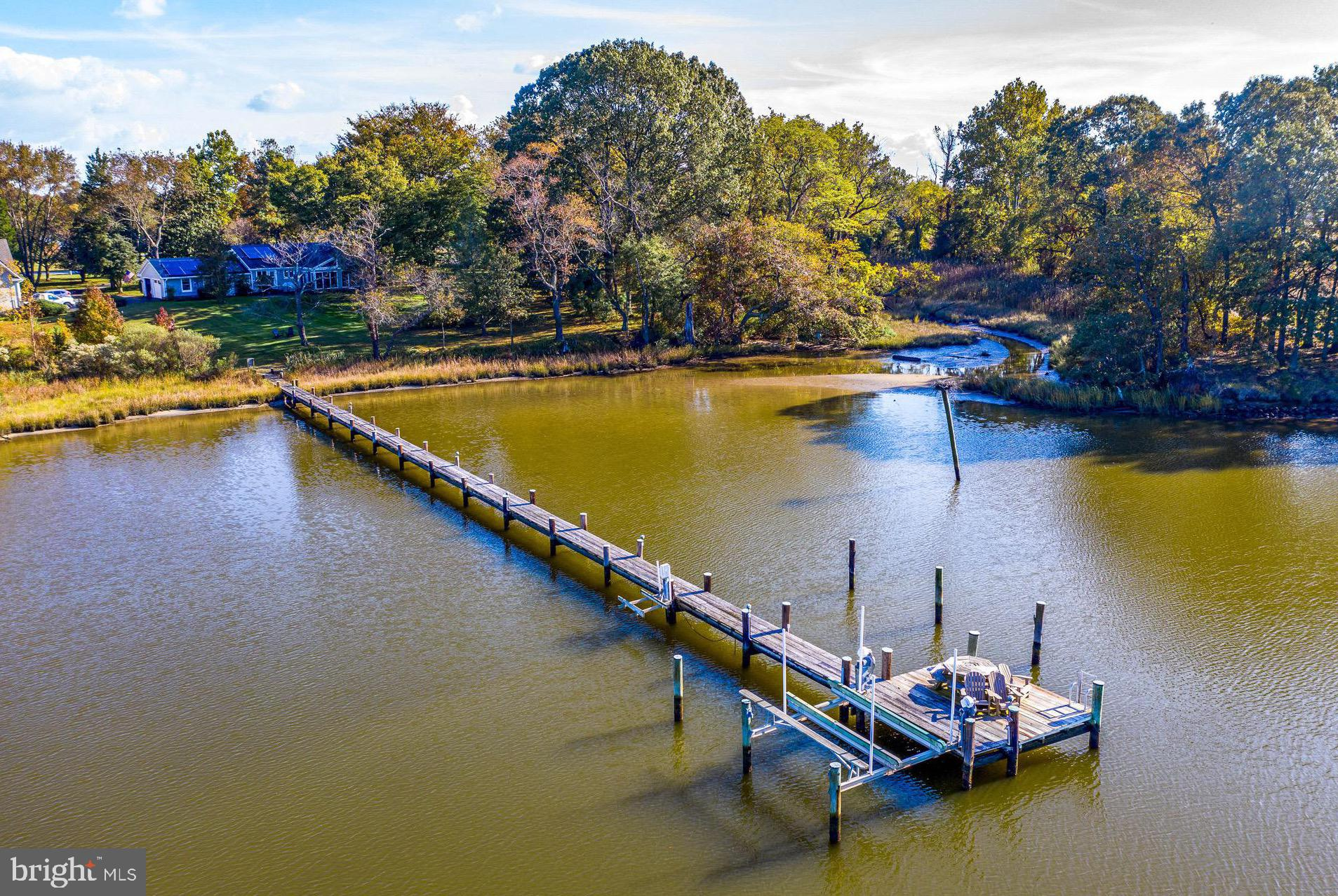CONTENTED BAY LIVING IN ULTIMATE BOATERS LOCATION   Sprawling Traditional on 4.8 HEAVENLY ACRES alon