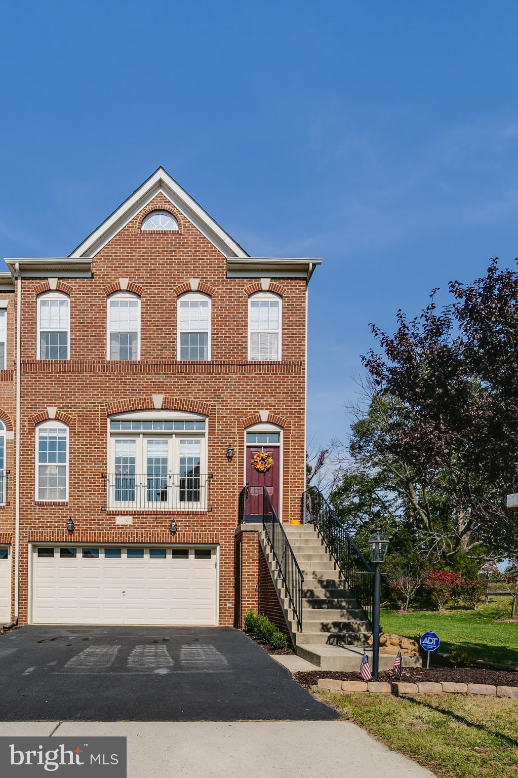 END UNIT AND GORGEOUS, ALL BRICK TOWN HOME!  OPEN BRIGHT, 4 BREDROOMS, 3.5 BATHS, HARDWOODS MAIN LEV