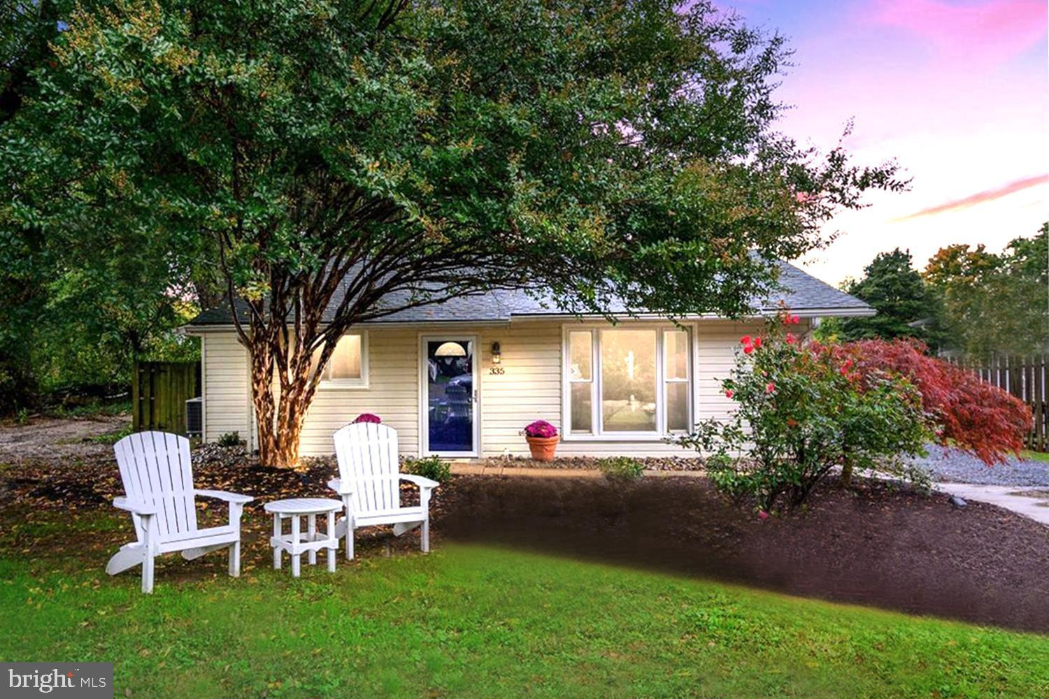 CAPTIVATING CHESAPEAKE COTTAGE JUST OFF THE BAY   Single level living YEAR-ROUND or a PERFECT WEEKEN