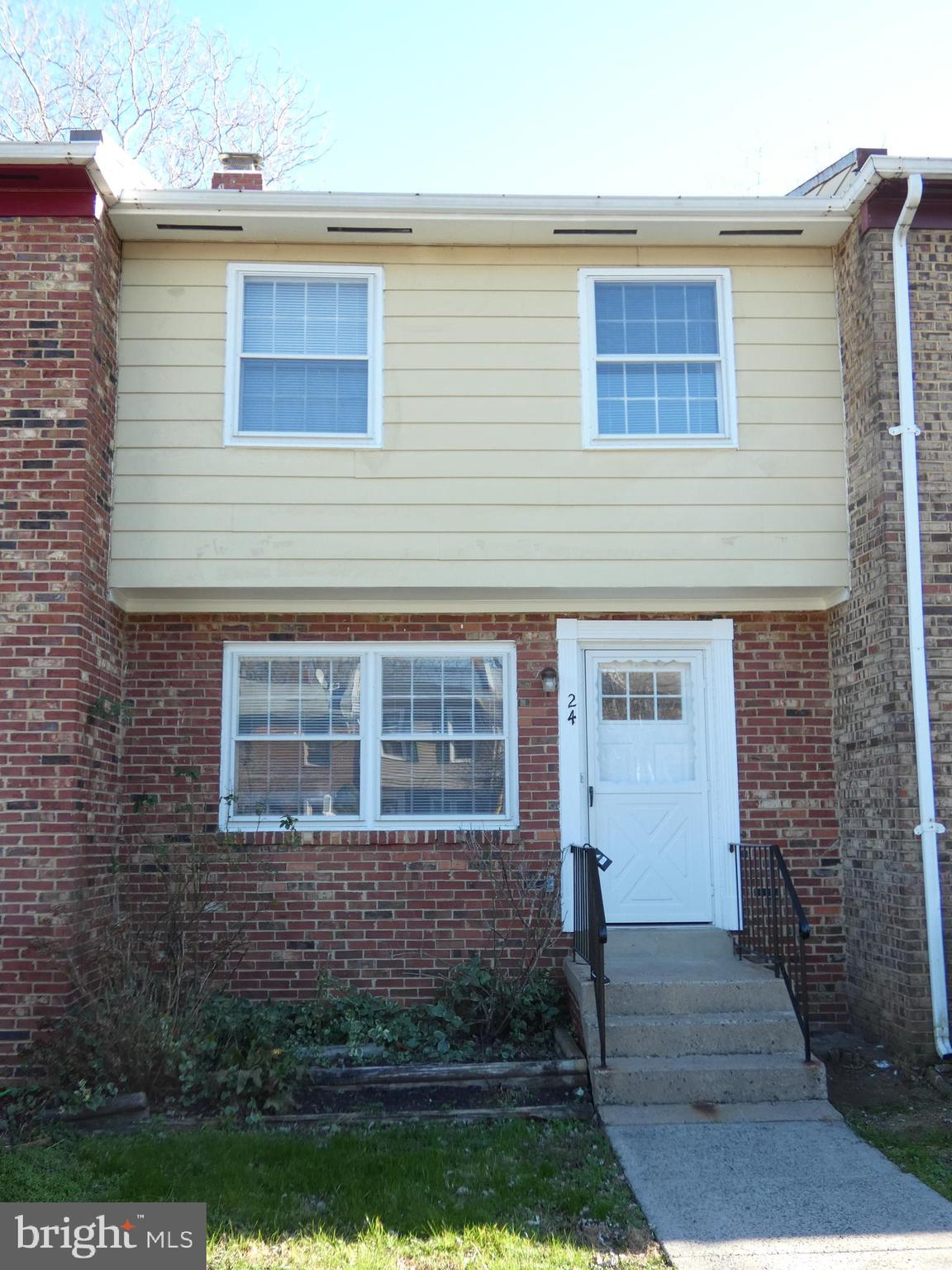 This is a great townhome for first time buyers or investors.   Nice 3 bedroom and 1.5 bath townhome