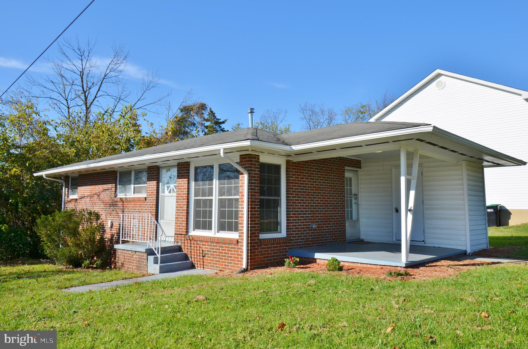 Delightful 3 bed mid century home in the heart of Strasburg! Great top of hill views and on a corner lot! Laundry room off of porch with washer and dryer.
