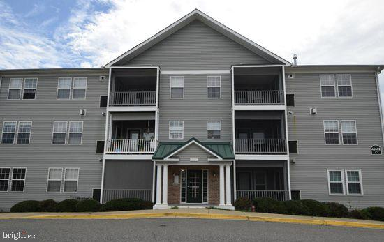 This 2 BR, 2 Ba condo has an open concept living area!  Spacious living and dining areas.  Hardwood/
