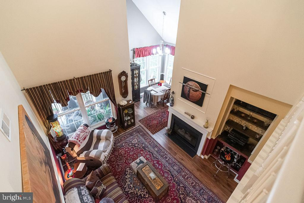 Stunning penthouse condo in the Riverbend at Cascades community! Don't miss this gorgeous paradise w