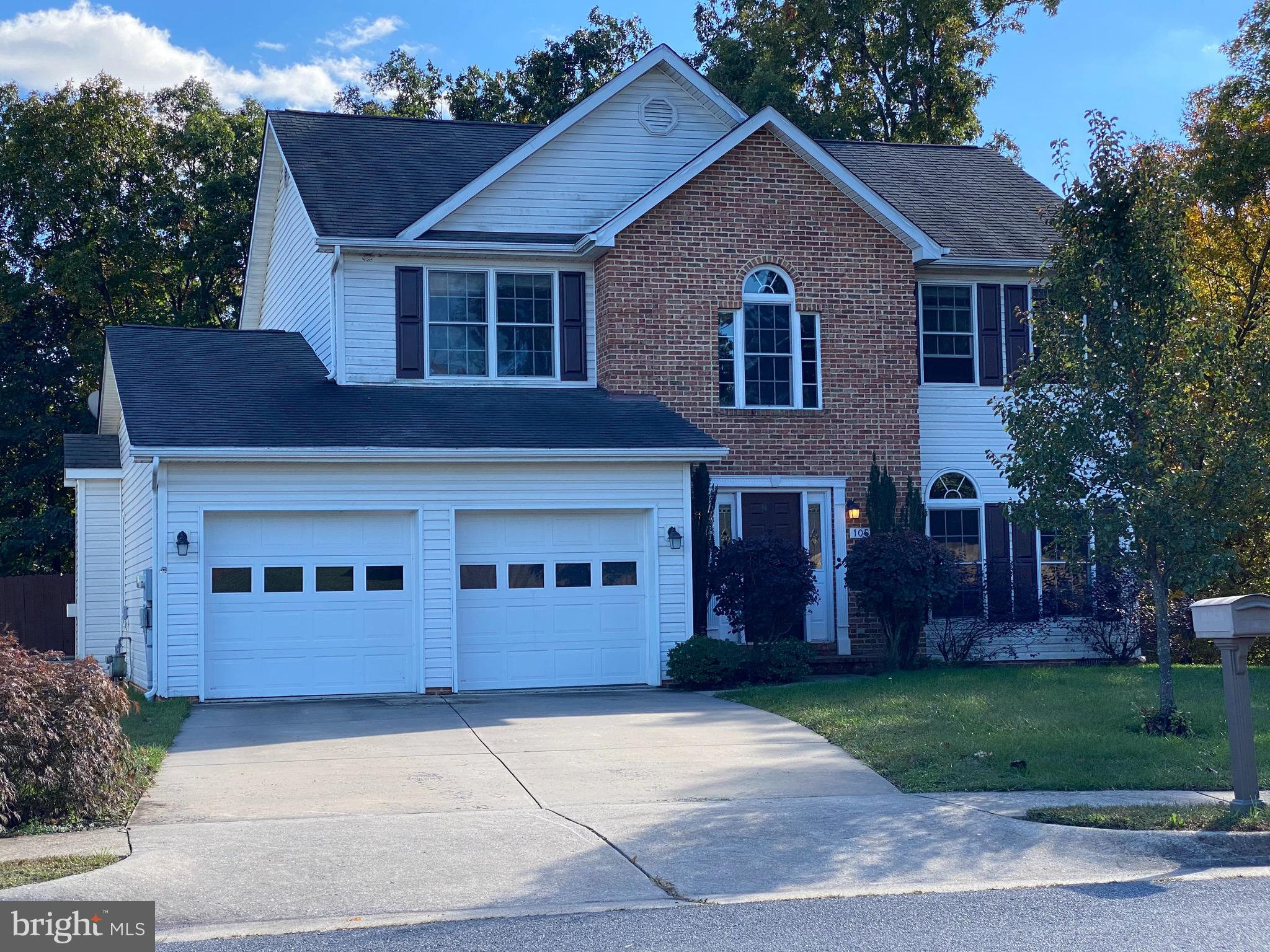 WONT LAST LONG!!!! Wonderful floor plan with lots of upgrades....two story open foyer, kitchen with