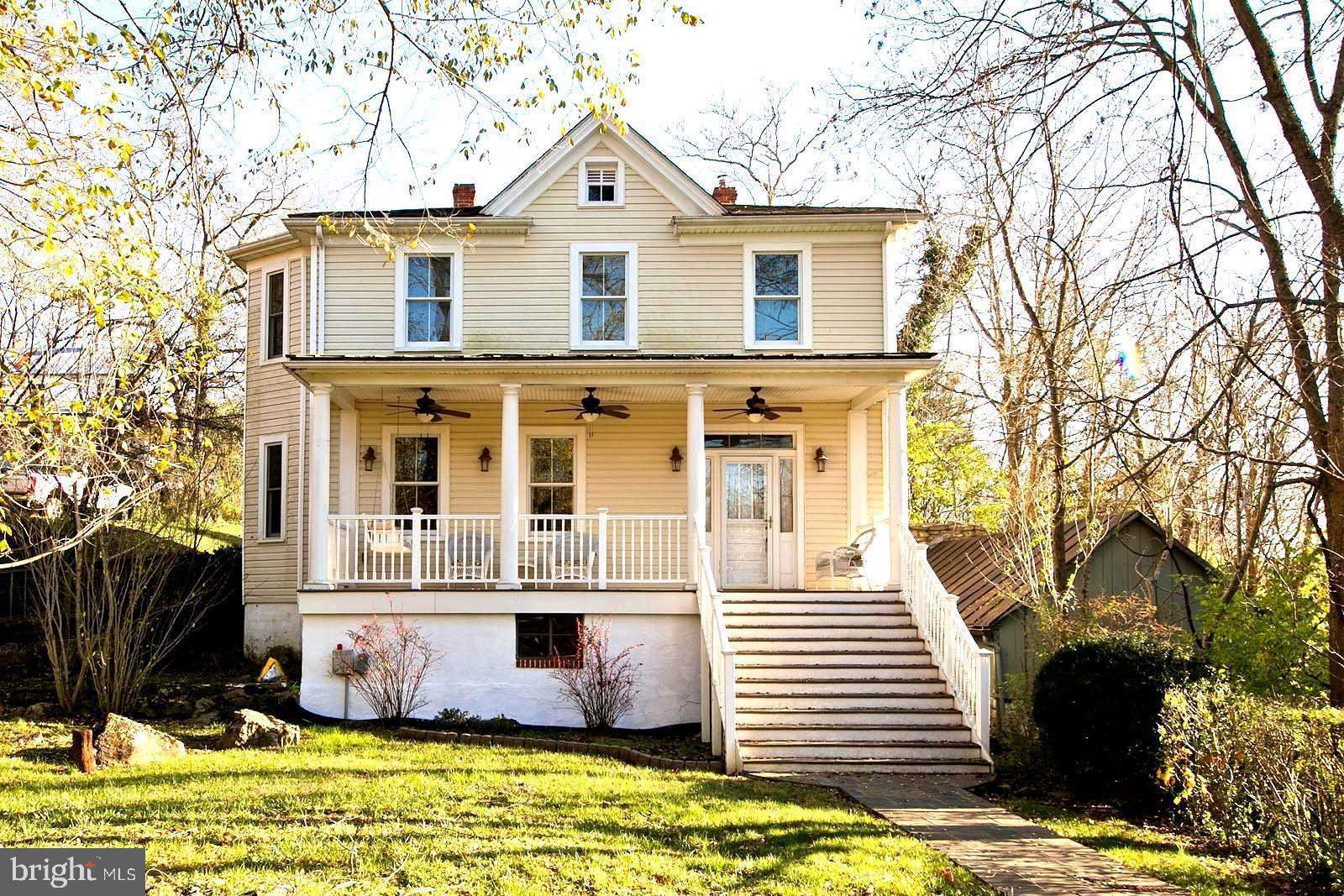 COME LIVE IN QUAINT MILLWOOD VA IN THIS  SPECTACULAR HOME, IN BEAUTIFUL  MOVE IN CONDITION,COMPLETEL