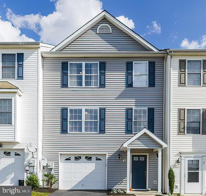 Beautiful, recently renovated, townhome conveniently lotated on the east side of Winchester with eas