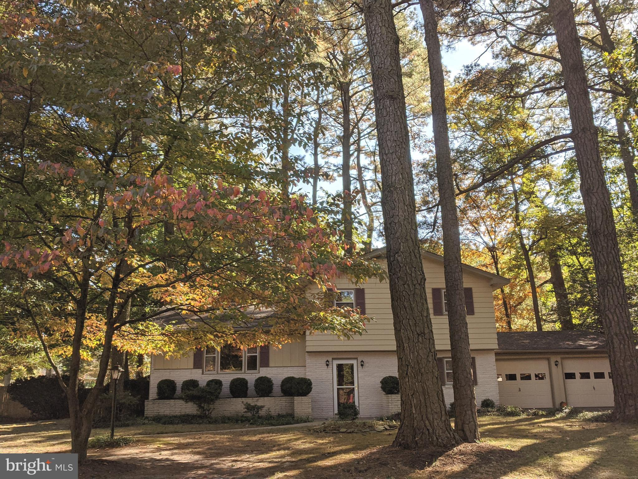 Well maintained home located in an established neighborhood known as Deer's Head.  Interior features