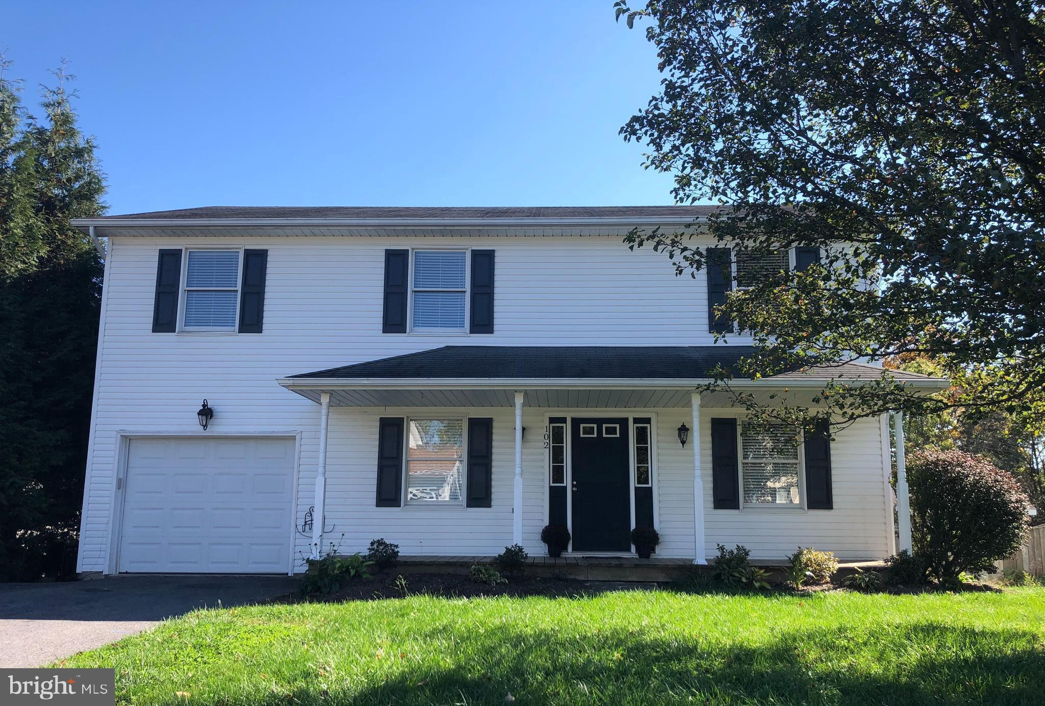 Location...location..location!! This traditional 2 story Colonial on a cul-de-sac is a must see! Loc