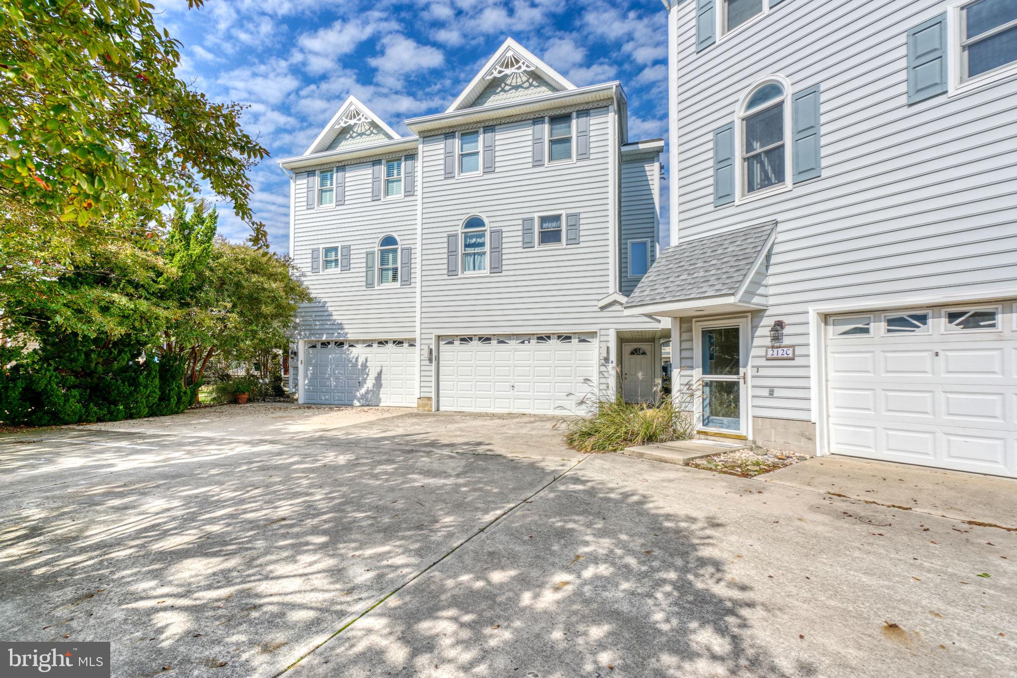 This beautiful end of row town home is located on a bayside canal on a quiet residential street in u