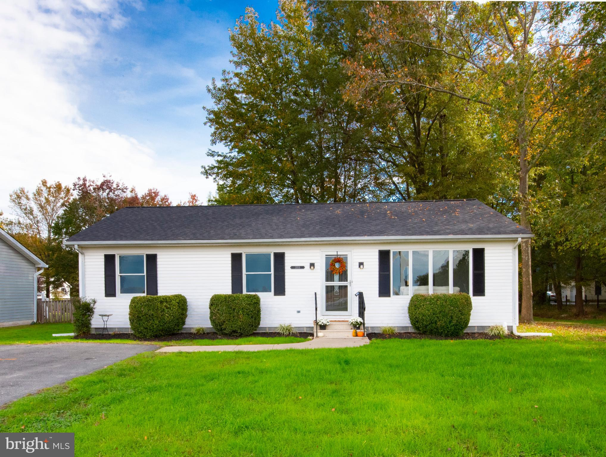 Sought after Cloverfield's community has a freshly updated home, waiting for its NEW owners! This ho