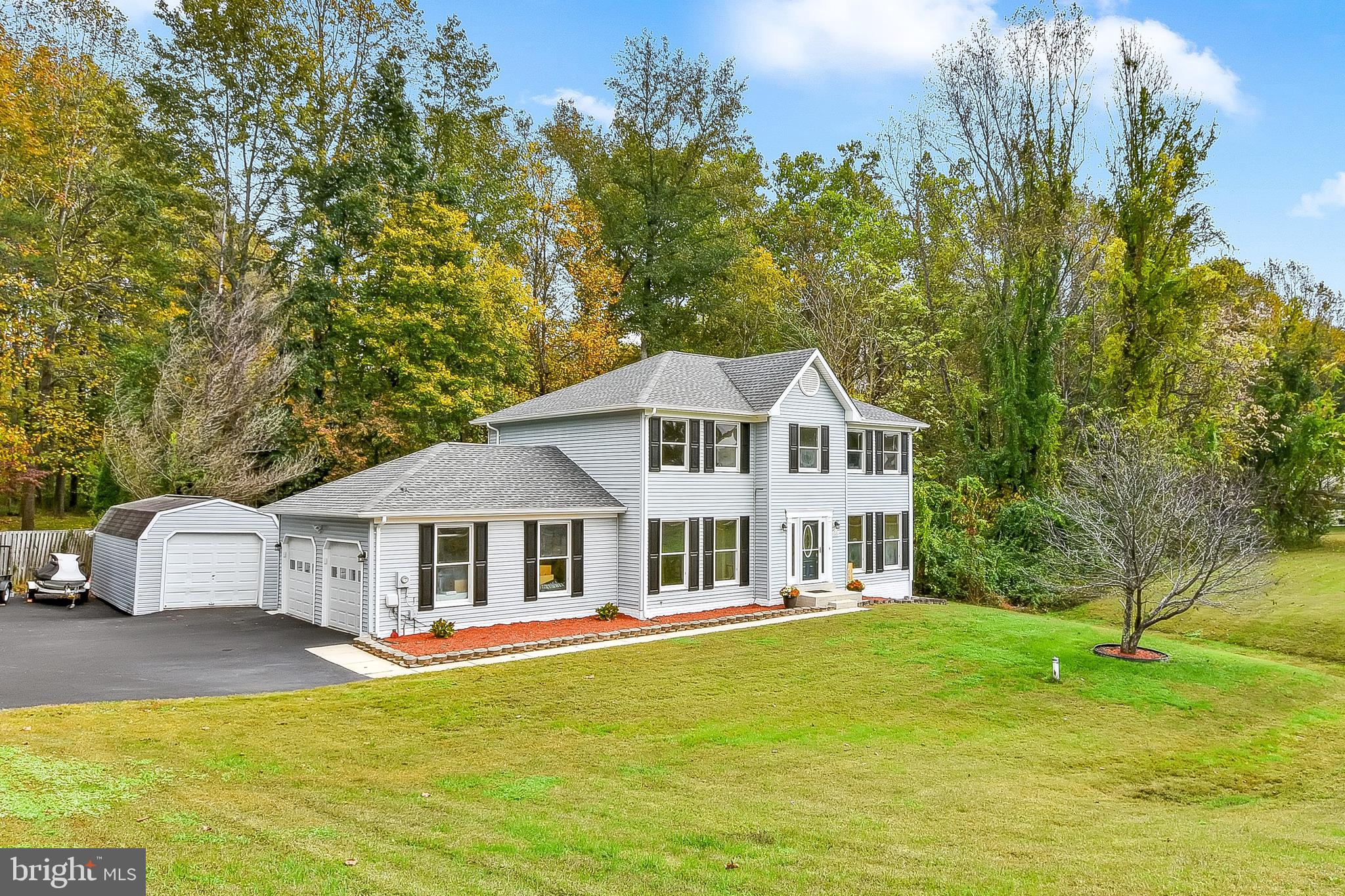 ***PRICE DROP*** Priced to Move And Below Appraisal! LOCATION!!! Nestled Just Off Plum Point Road -