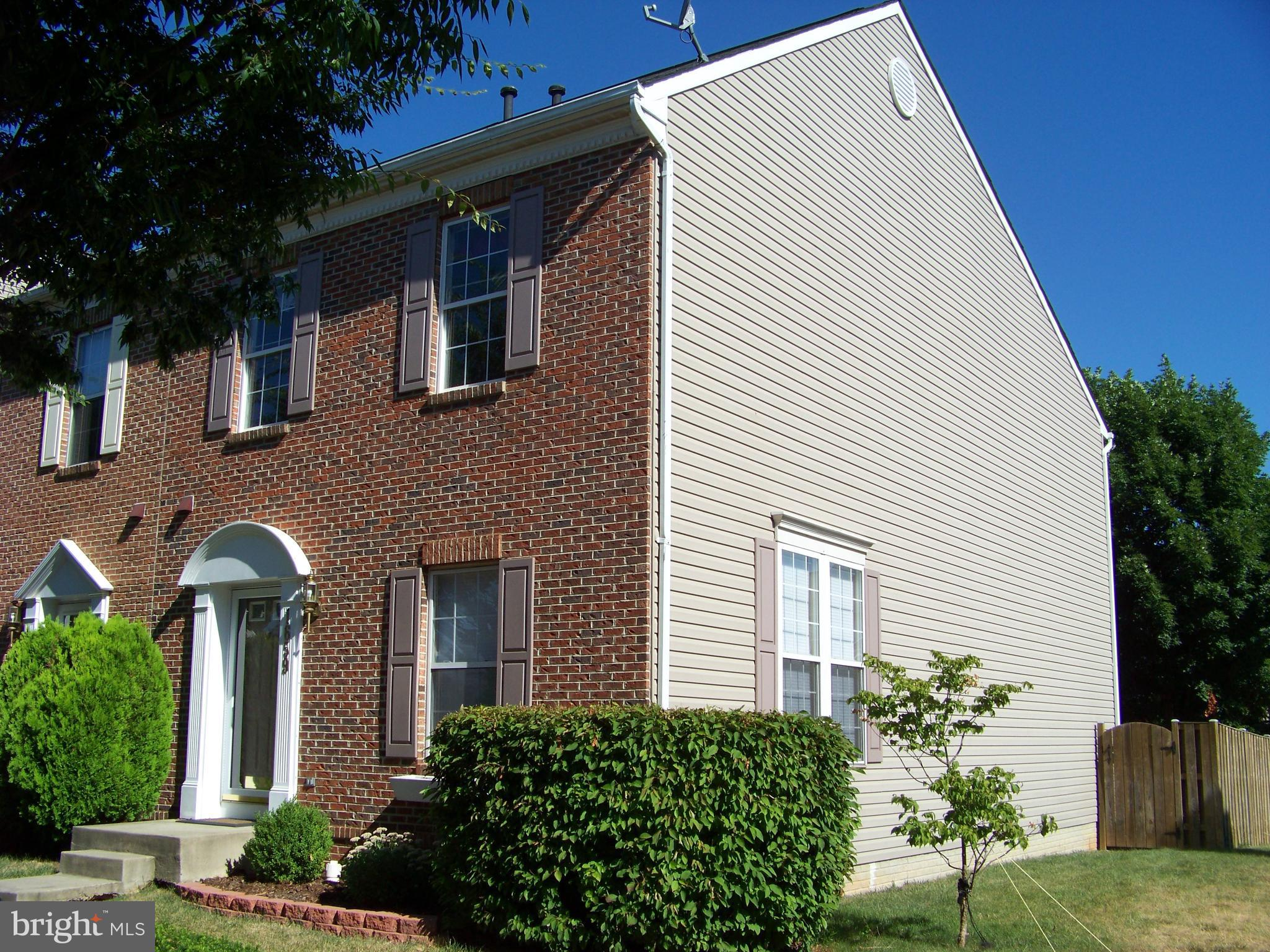Well maintained brick front end unit townhome.   Fully fenced backyard with a beautiful hardscape pa
