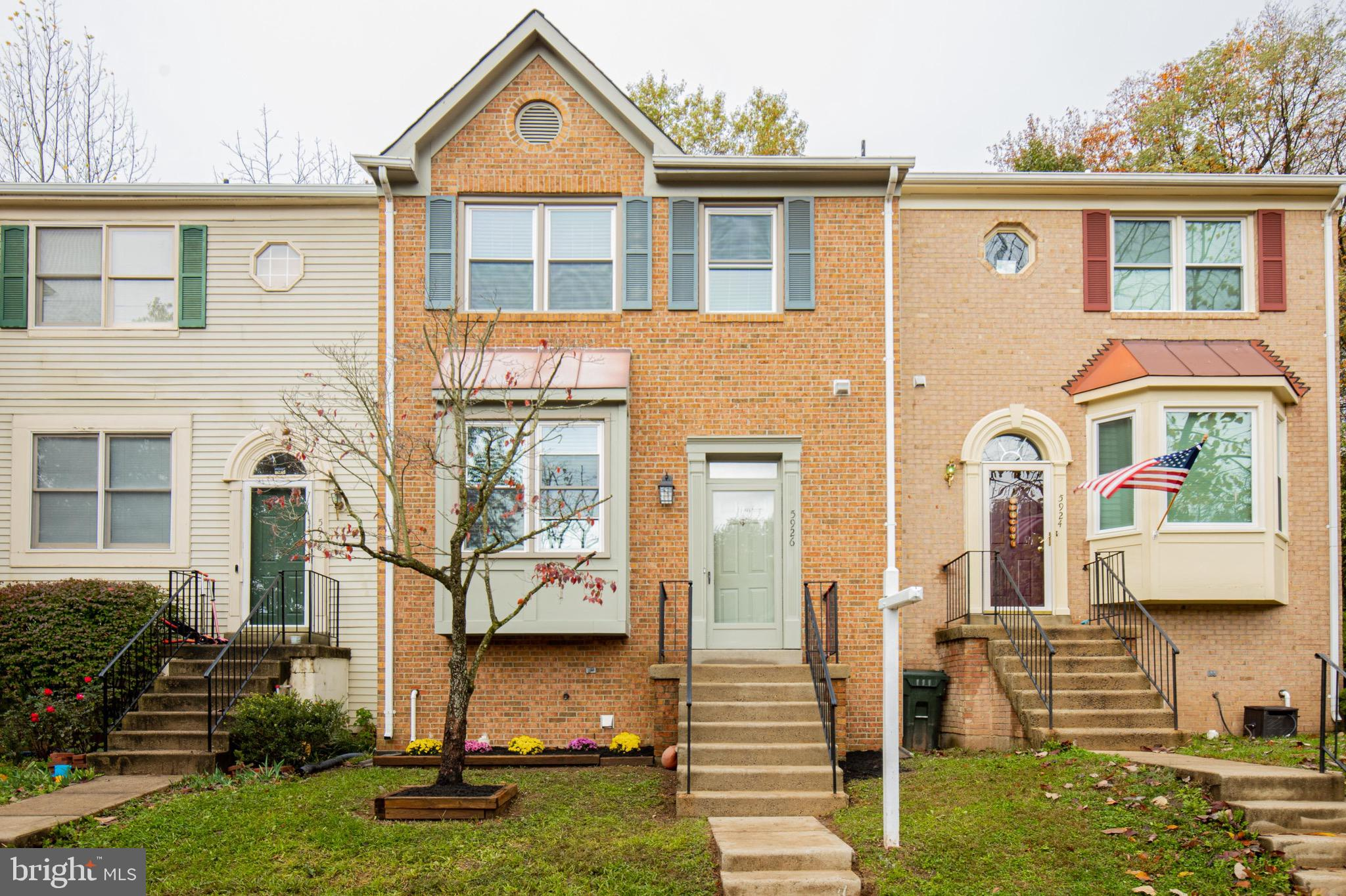 Tastefully Renovated Townhouse: $55K Worth Upgrades. Brick front 3 level. Brand New Roof-Architectur