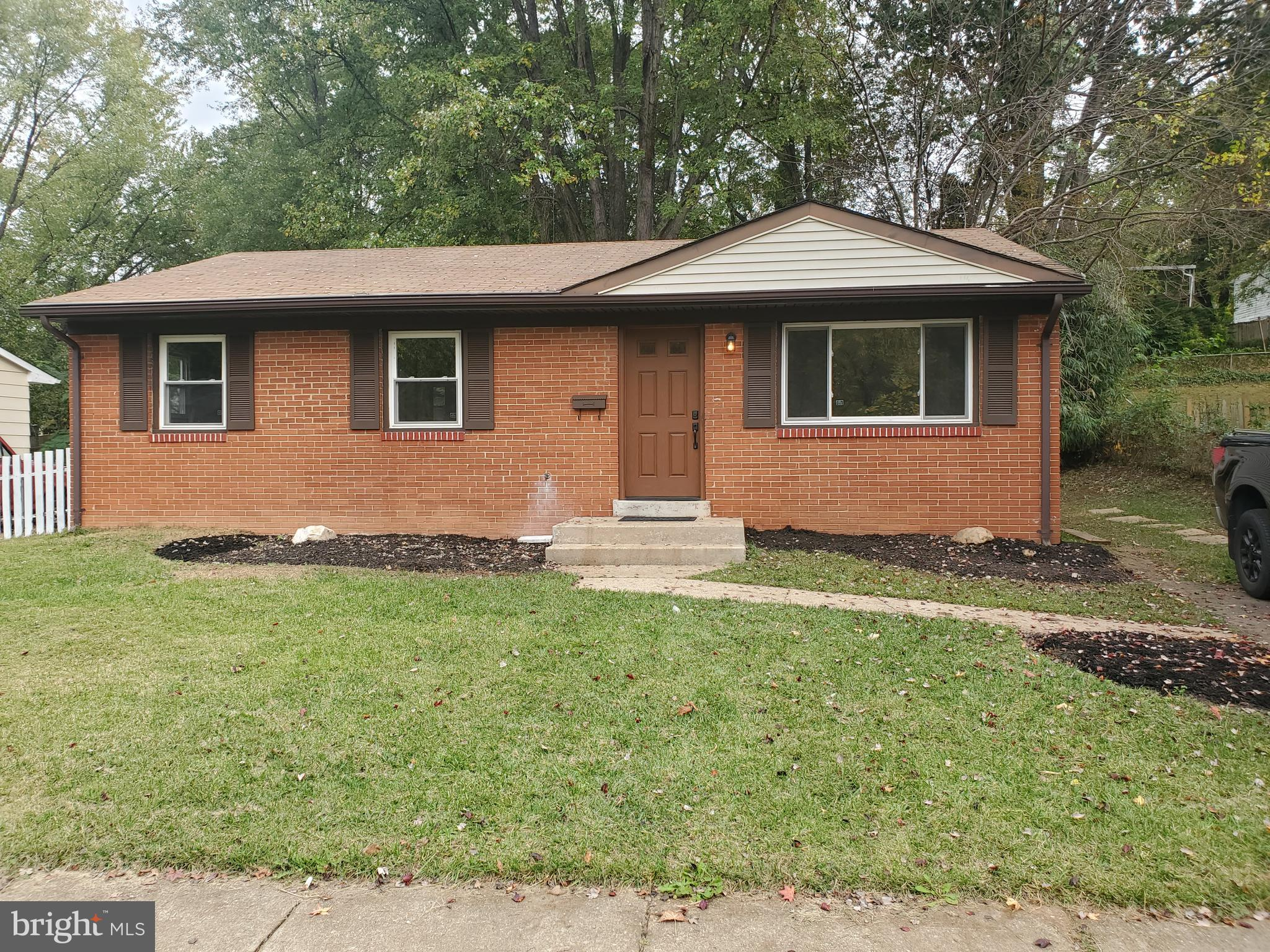 Won't Last!  Totally Remodeled, New Appliances, Hardwood Floor,  42' Soft Closing Cabinets, Granite