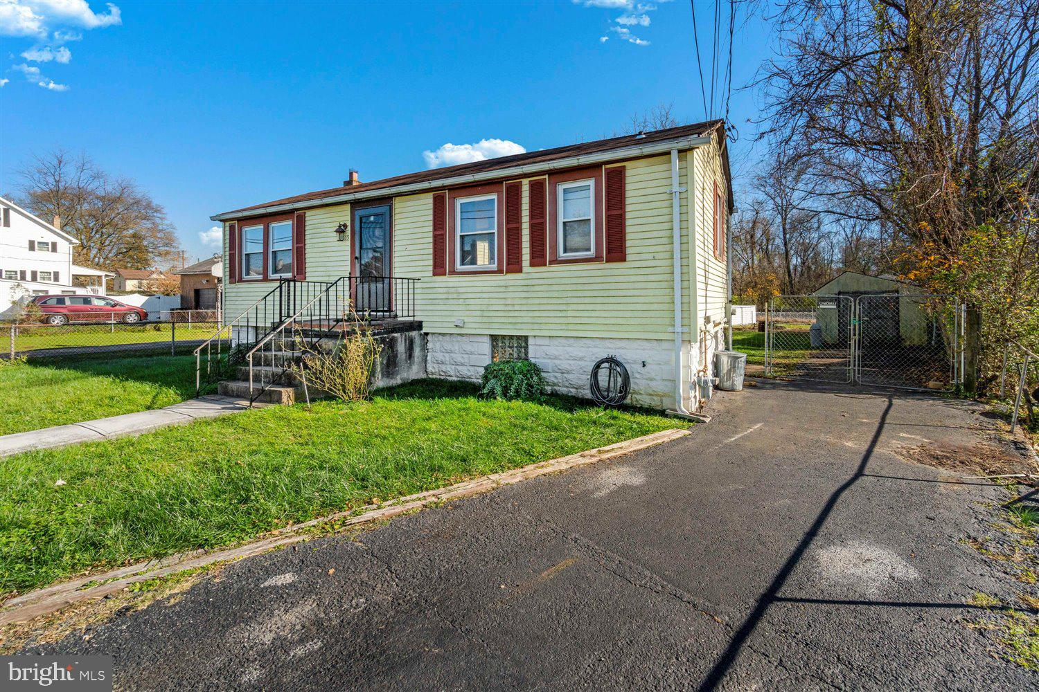 Don't miss the opportunity to steal this cozy 2 Bedroom, 1 Full Bath house tucked quietly in the Mar