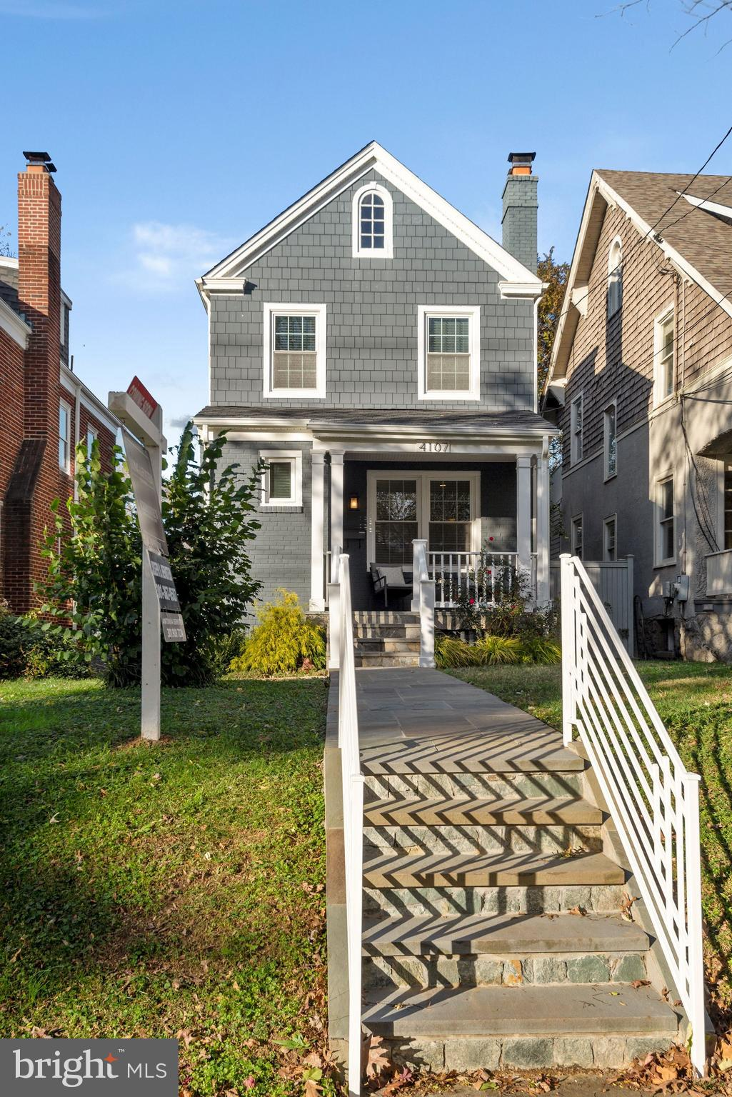 Offer deadline: Sunday, Nov. 22nd at 12pm   This charming ,single family home is conveniently locat