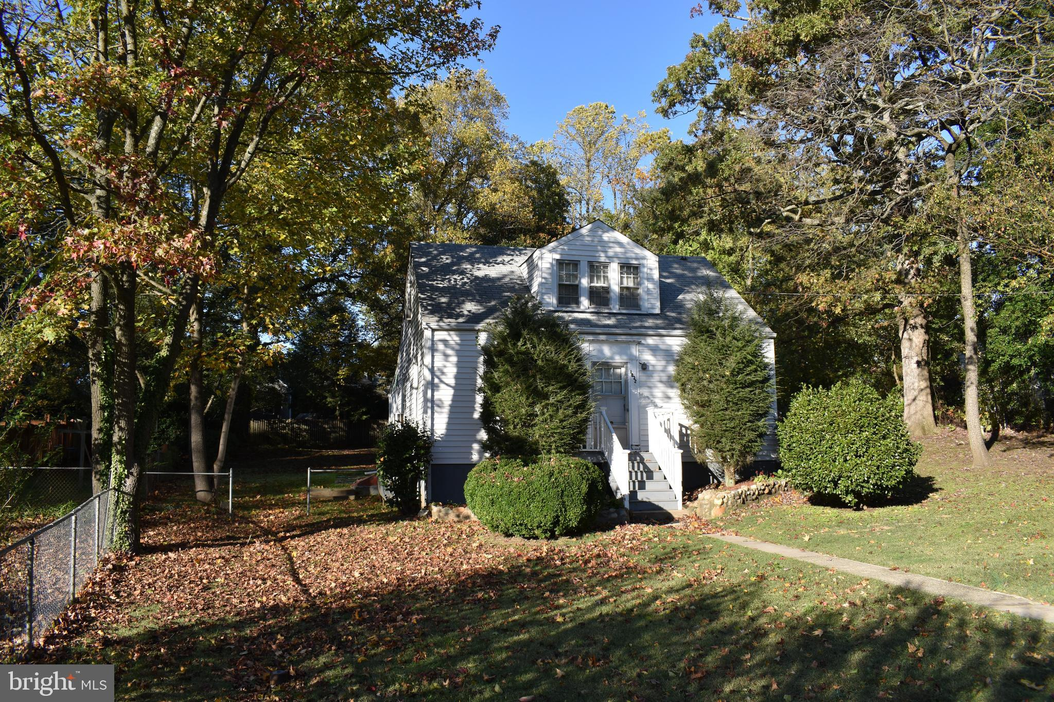 Call LA for Details! Great Lot ( 15,140 SF)!  3BR, 2BA, Hardwood Floors, Just waiting for the Buyer