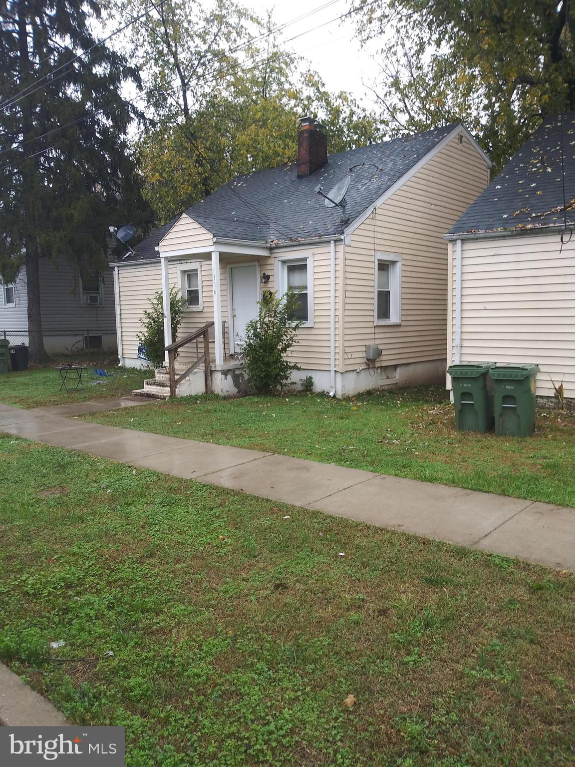 INVESTOR ALERT!!!    SINGLE FAMILY HOME IN AA COUNTY.    TENANT OCCUPIED AT $1200 PER MONTH OR MAKE UPGRADES AND RESELL.    LARGE REAR YARD, CENTRAL AIR.  PLENTY OF ROOM TO EXPAND.     24 HOUR NOTICE TO SHOW.   CALL LISTING AGENT