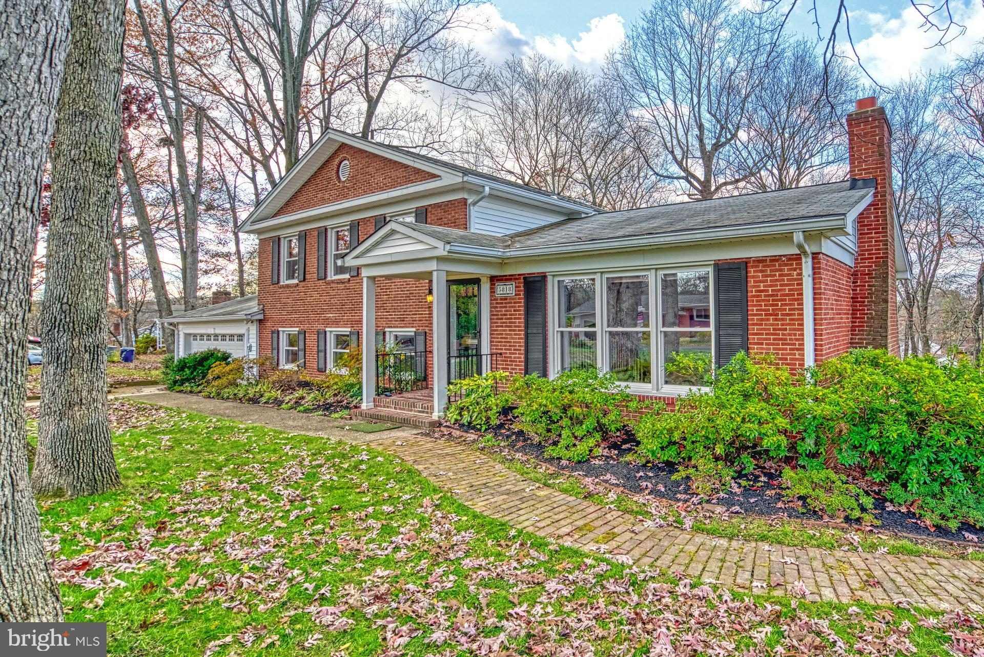 Looking for that perfect spacious home, fenced-in backyard, quaint neighborhood, in a quiet park-lik