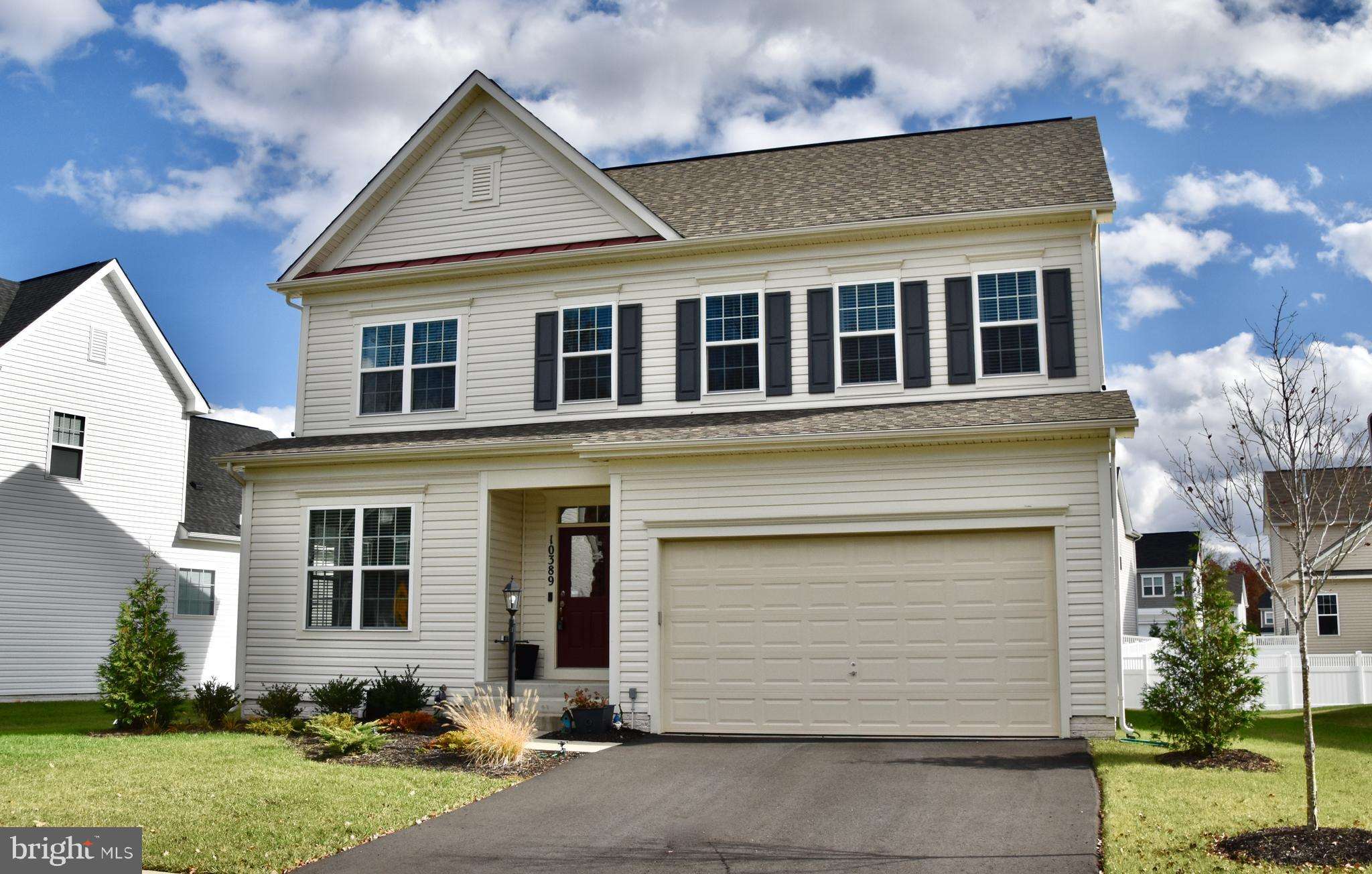 Wow! This home is an absolute Must See! Do not miss this amazing home in Avendale! Upgrades througho