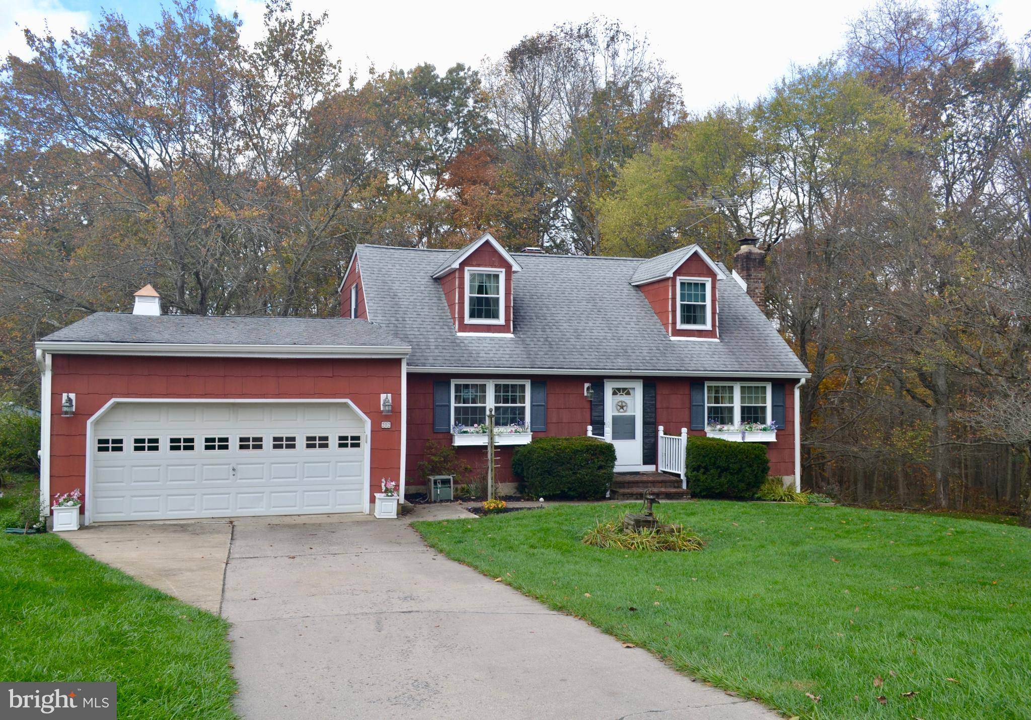 4 BED/2.5 BATH WITH LARGE 2 CAR ATTACHED GARAGE IN WESTMINSTER!  LARGE MASTER BEDROOM ON UPPER LEVEL