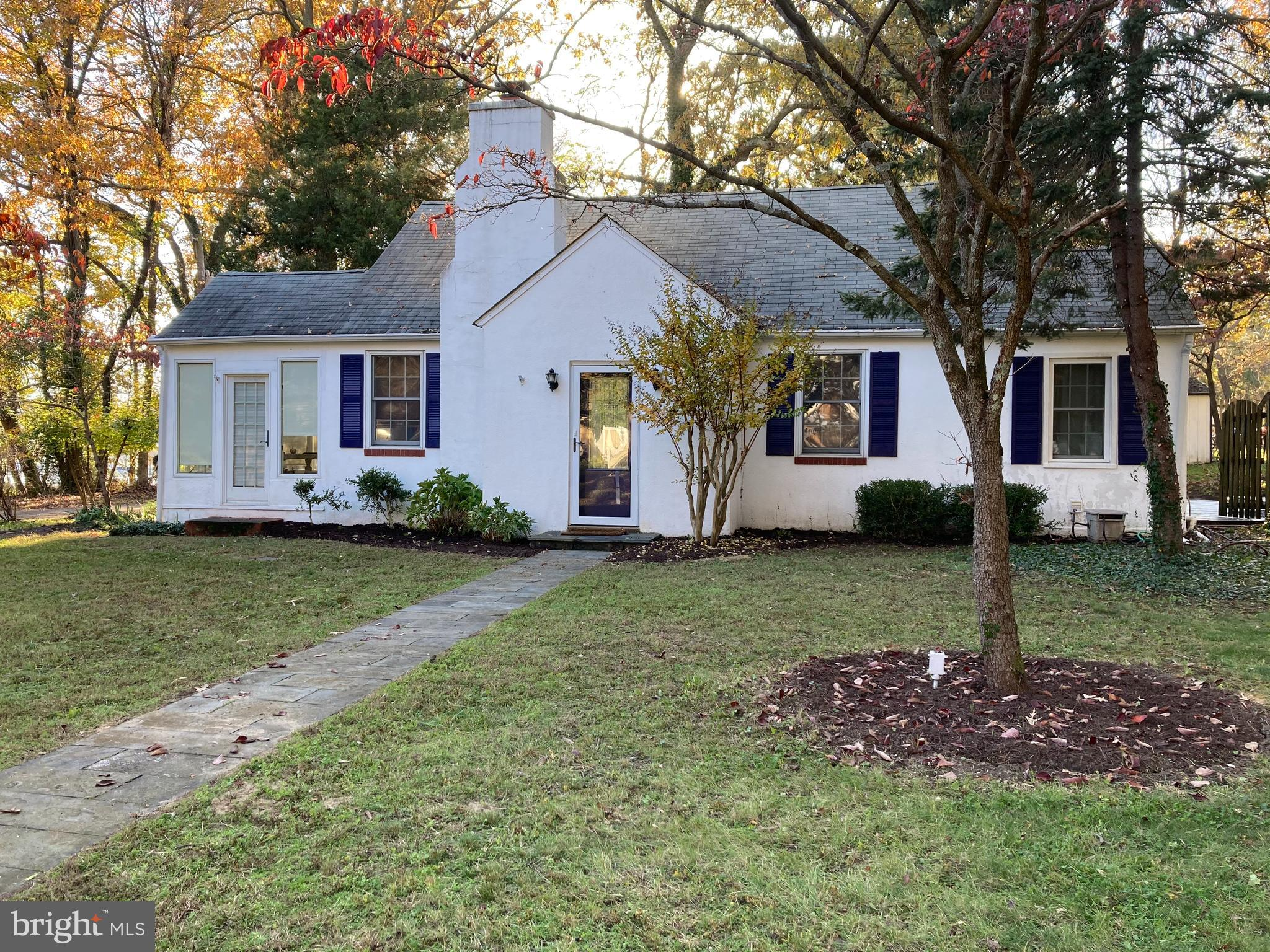 Fall in love with this Charming Cape Cod located right across from the Sillery Bay Marina with boat