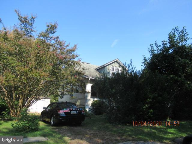Fantastic Cape Cod located in red hot Glenham-Belford neighborhood. This sale is cash only. There are no showings. The property is occupied and the occupant is not to be disturbed under any circumstance. Drive by only.