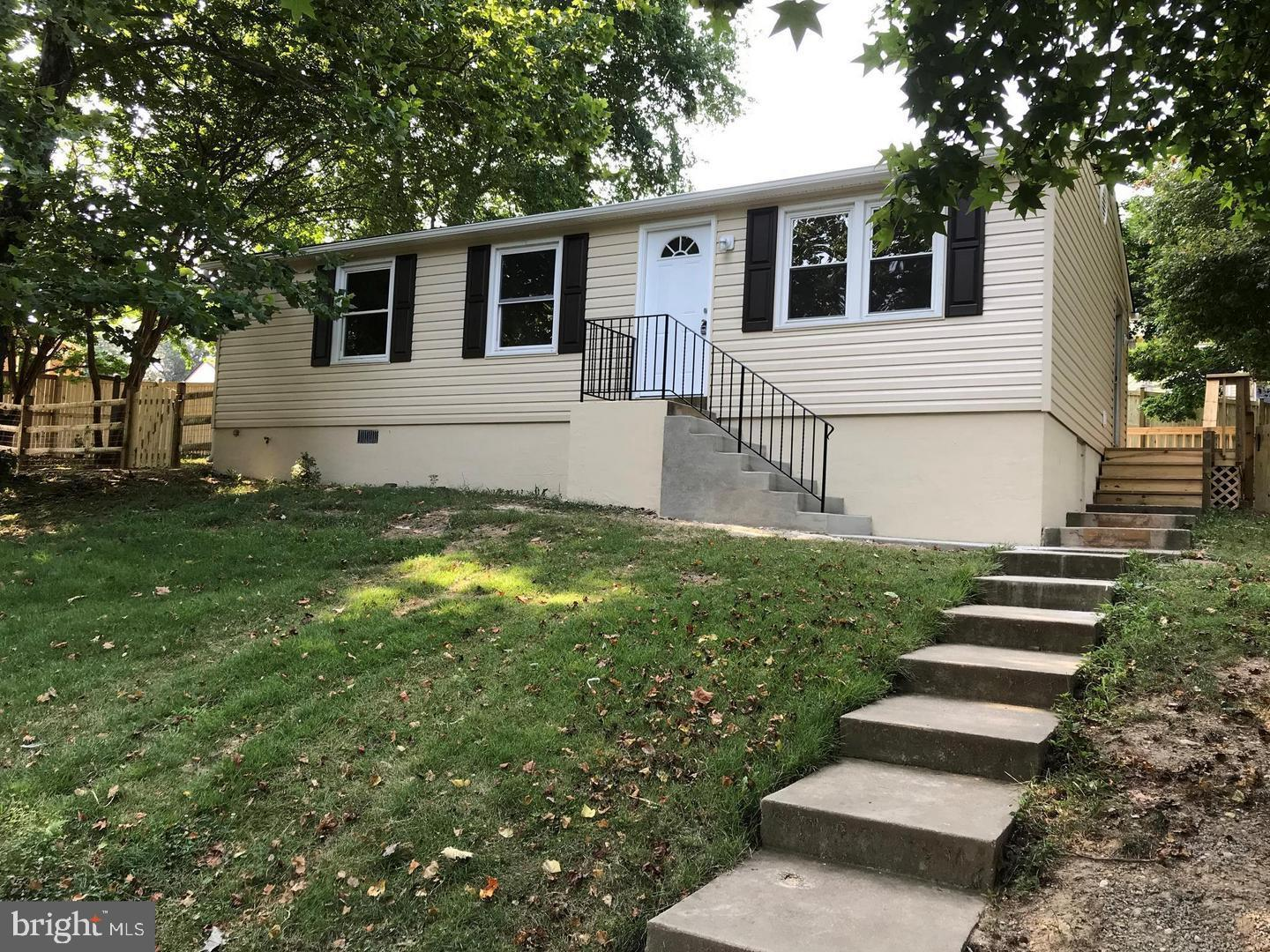 Perfect starter home in La Plata. Great location.  Clean as a whistle and move in ready. French door