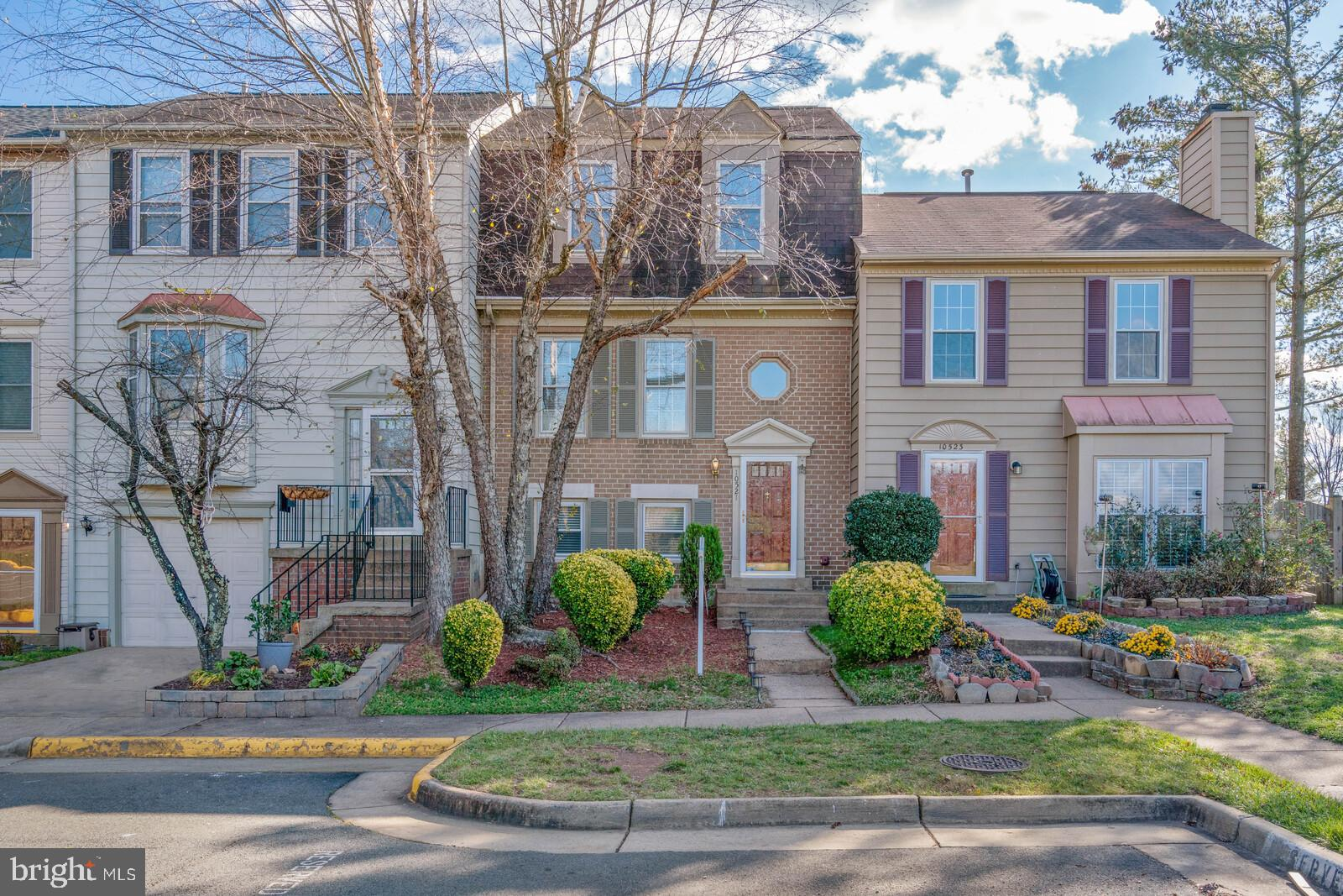 Welcome home to this light filled, brick front, 3 level townhouse right off of 66 in Manassas.  Fant