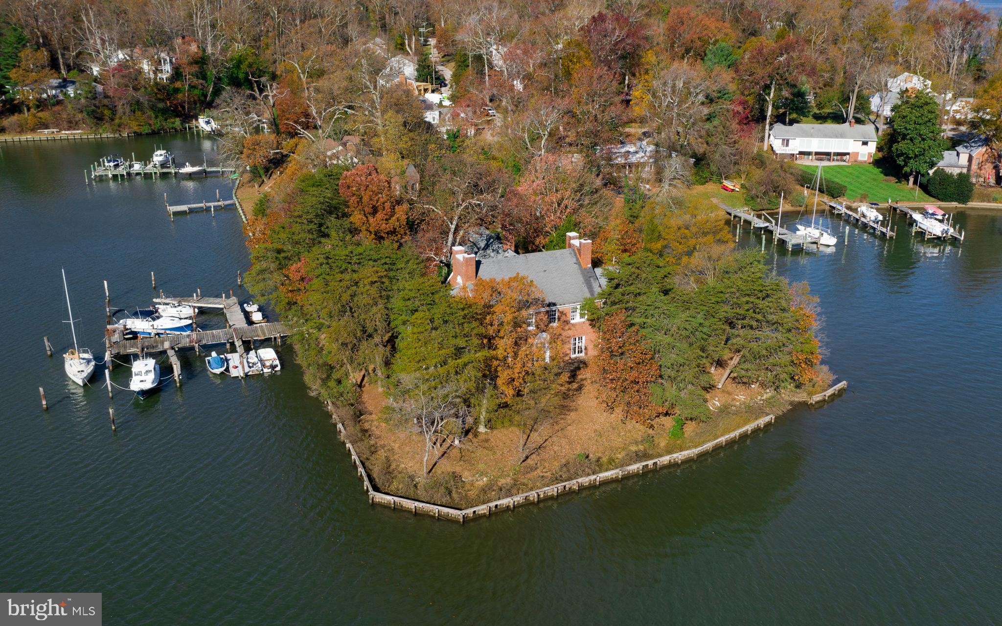 Fabulous location on Lake Ogleton/Severn River with big views and deep protected water. 1930's Manor