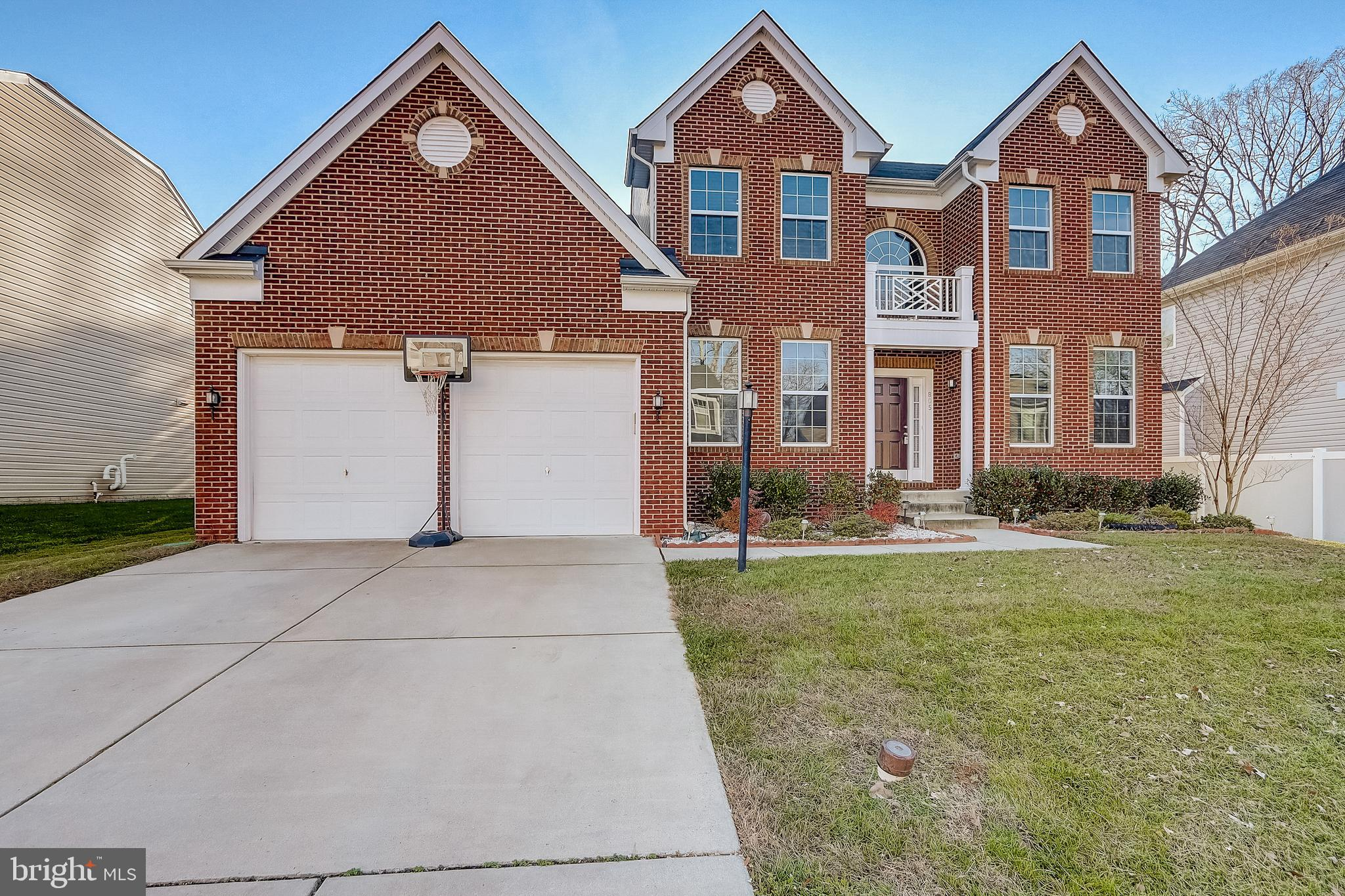 The house that you have been waiting for ! Easily one of the biggest house in the neighborhood with