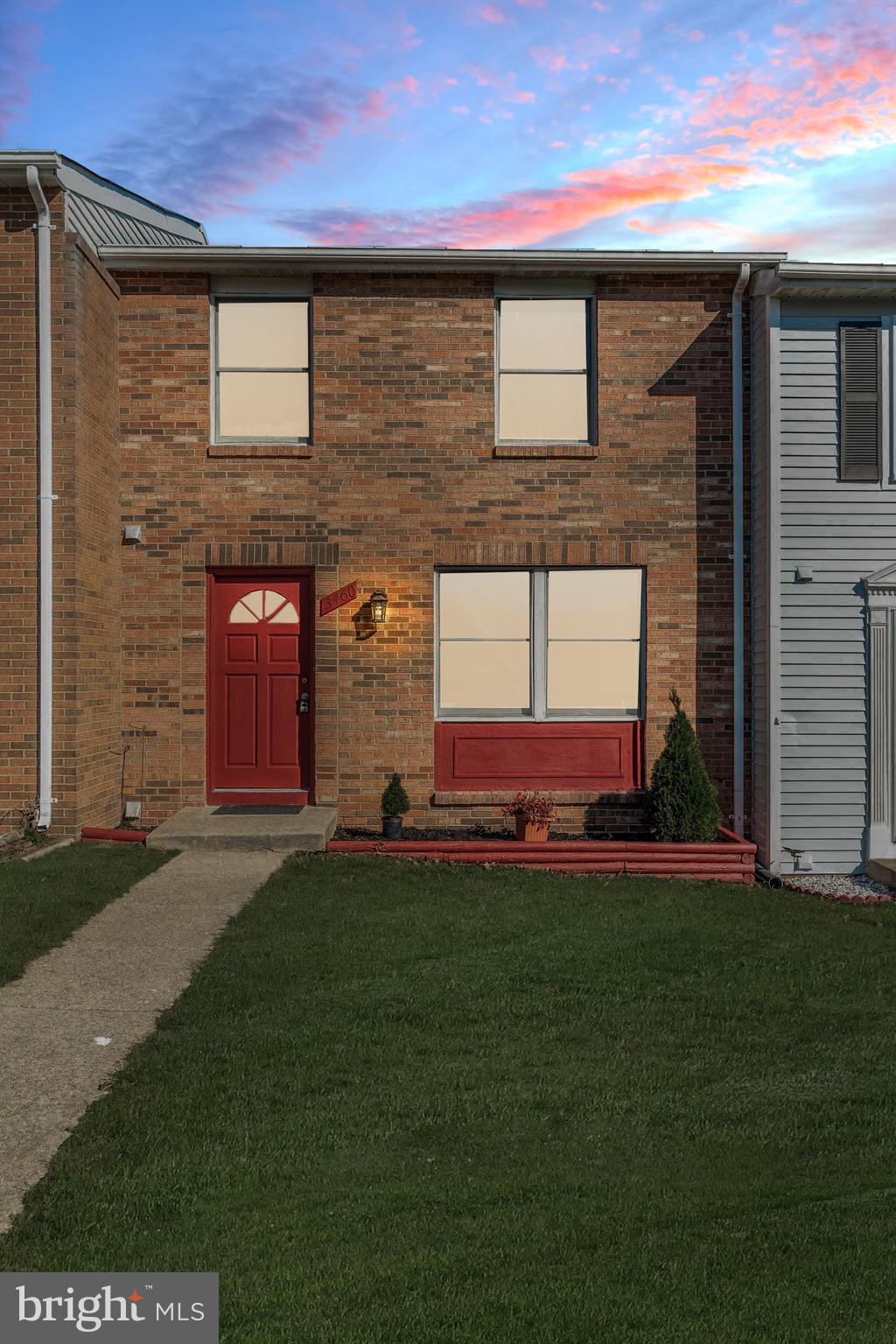 Fabulous renovated townhouse in sought after Lake Ridge. This home has been renovated top-to-bottom