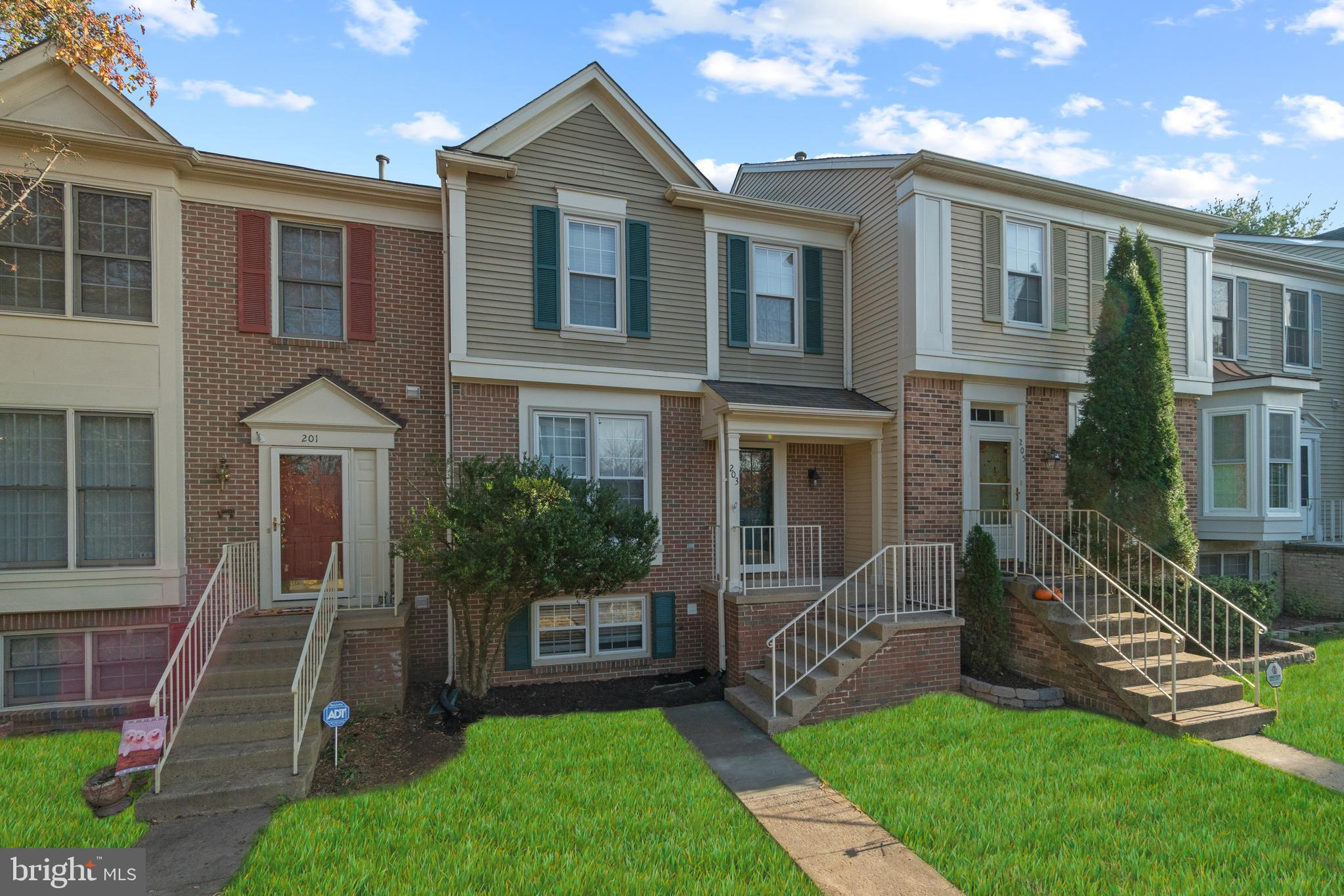 BEAUTIFUL 2 STORY WITH BASEMENT TOWNHOME. LOCATION MINUTES AWAY FROM I95 AND THE 17 COMMERICAL DISTR