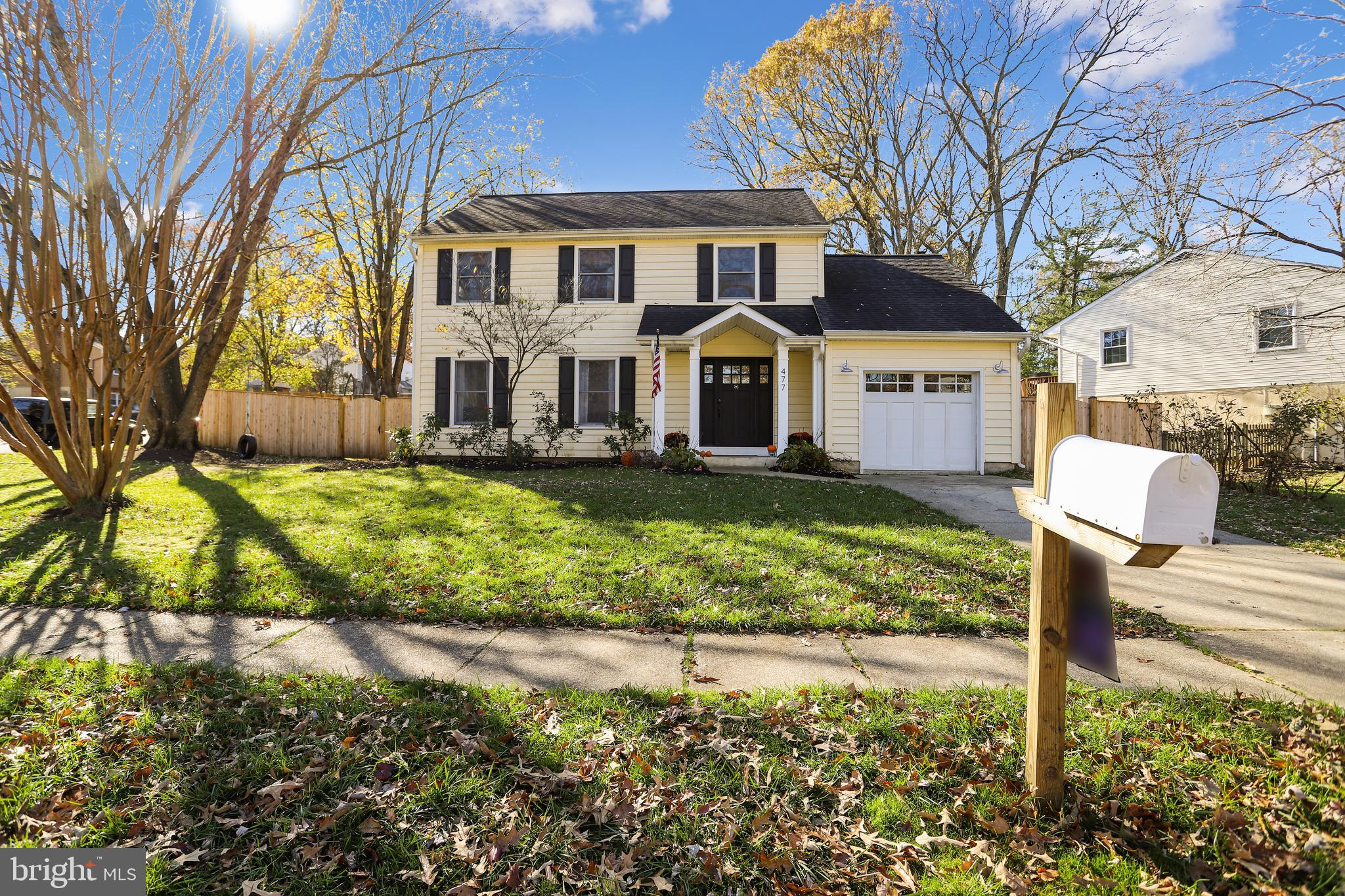 WELCOME HOME! This pristine house with a nautical flair in the sought-after Severna Park community o