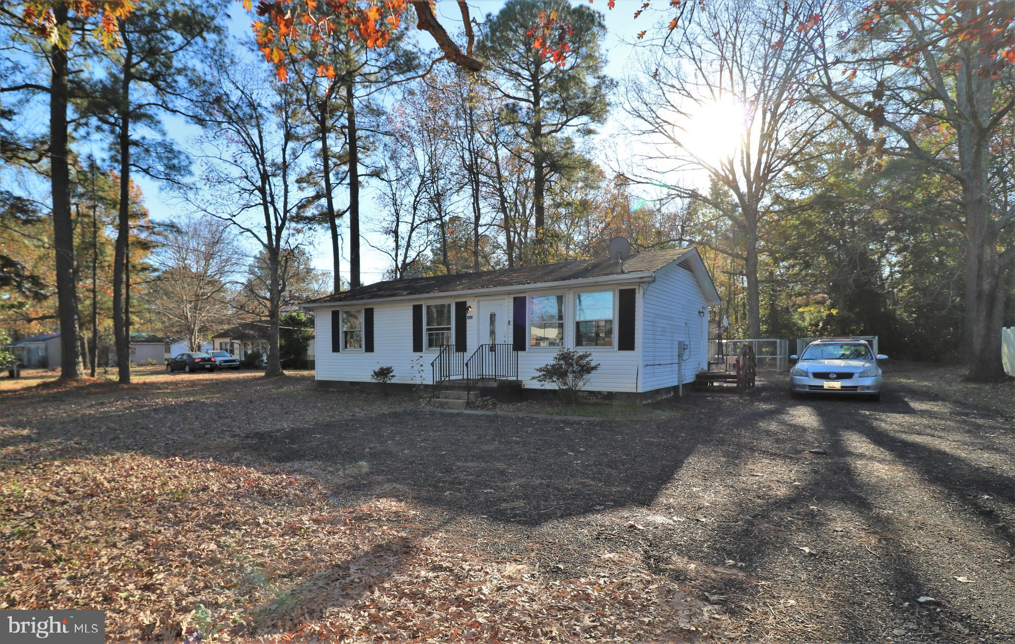 Great Starter home located in Lexington Park.  Close to shopping, base.  3 bedrooms 1 full bath.  Ha