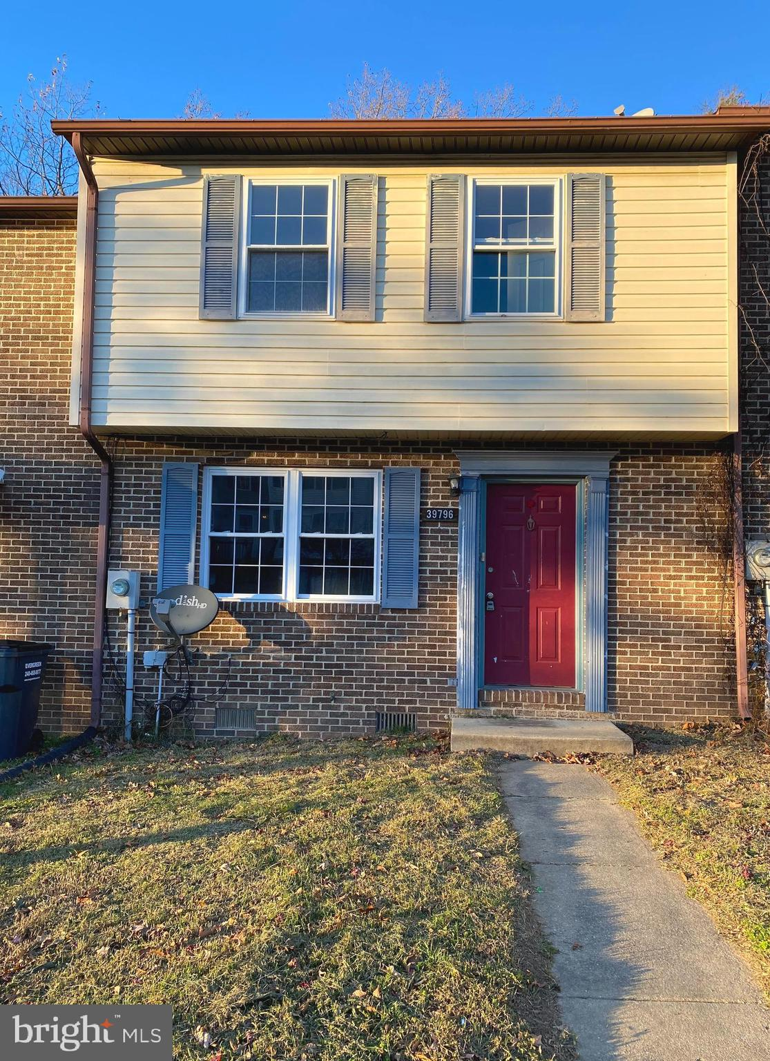 This 3 bedroom 1 1/2 bath townhouse is nestled in the heart of Mechanicsville.  Priced to sell. Perf