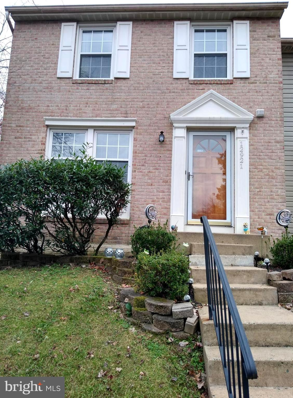 Move in ready and immaculate 3 level TH in popular Old Bridge Estates, Woodbridge, VA.   Kitchen app
