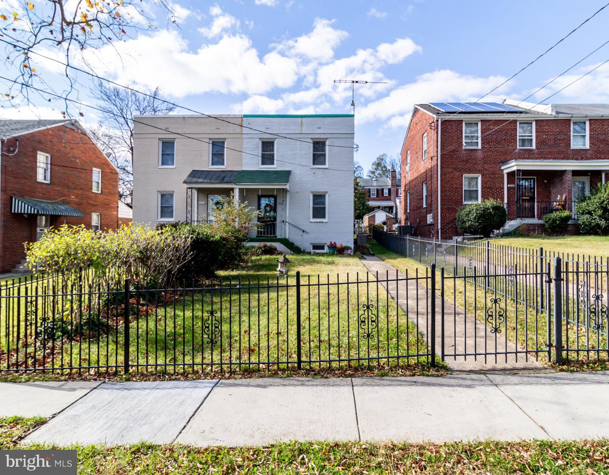 Fantastic opportunity to purchase in sought after Riggs Park neighborhood. This property has been we