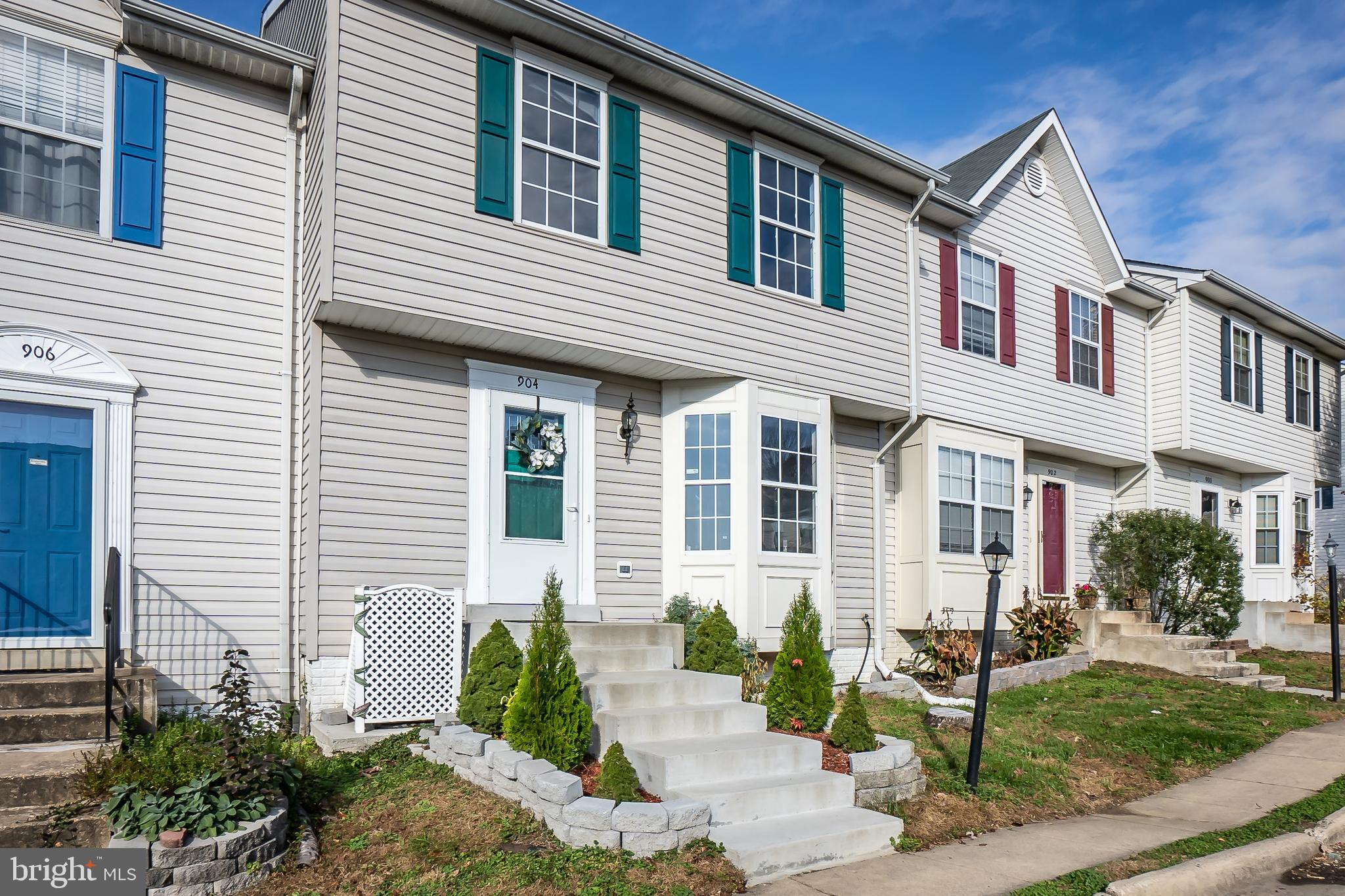 Look no further! This one will not last! Gorgeous, well maintained townhouse with lots of upgrades t