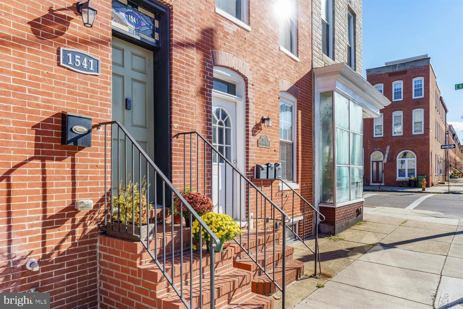 This Multi Unit 3, 1 bedroom apartments in Federal Hill has it all. First floor has 1 bed with 1 ful