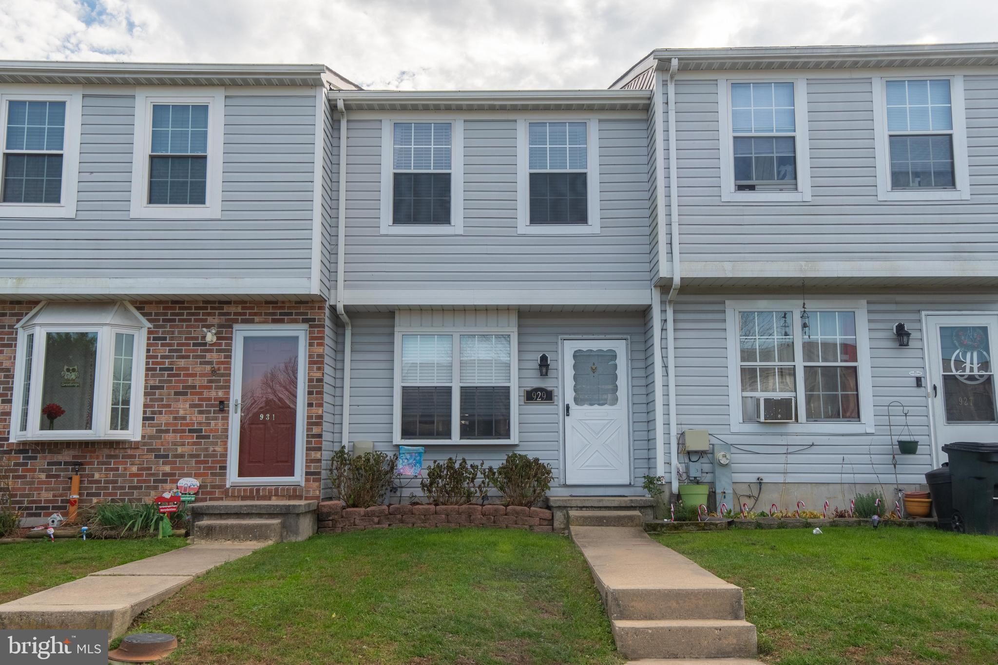 Welcome Home**Delightful 2 BD/1.5 BA townhome**Freshly painted, Neutral colors throughout*Living roo