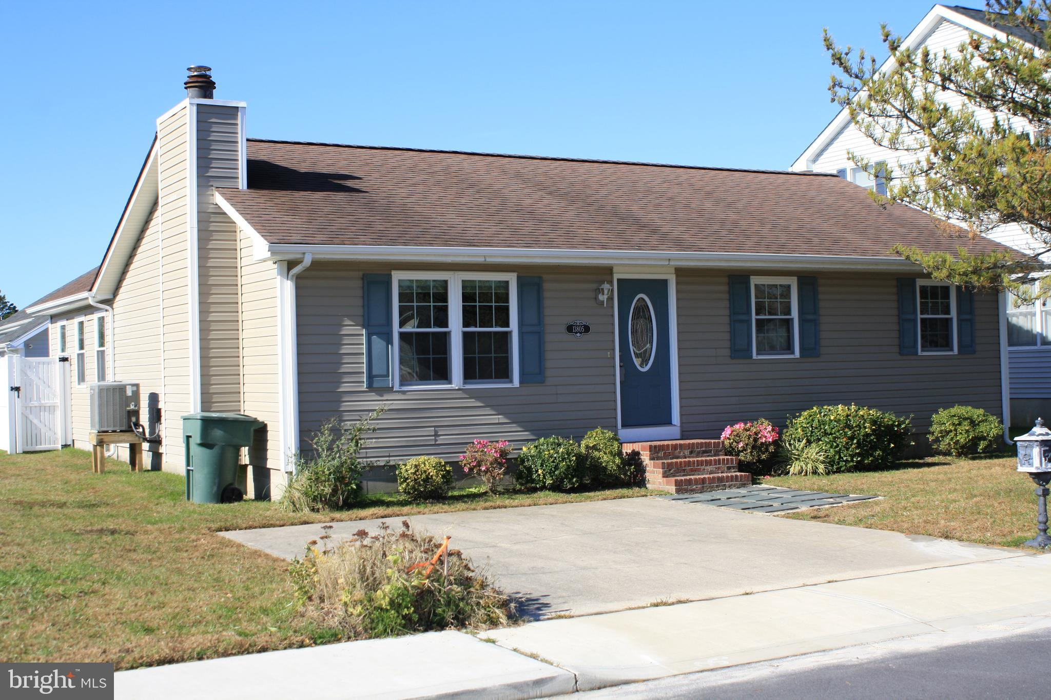 Cute 3/2 rancher on quiet street in Caine Woods.  Delightful south and west facing sunroom addition.
