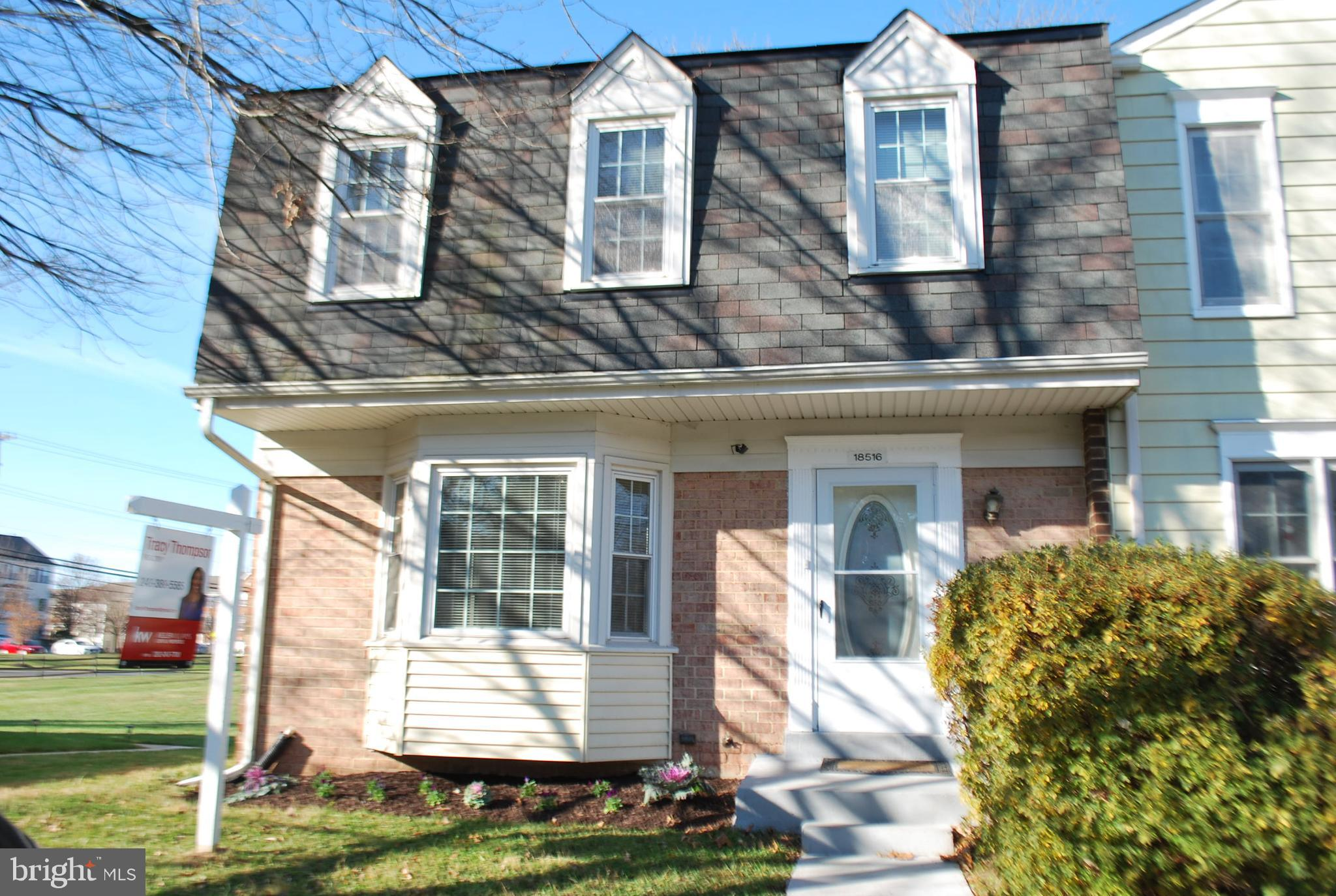 Well-kept end-unit townhome includes 5 spacious bedrooms, 2 full baths and 2 half baths. This home f