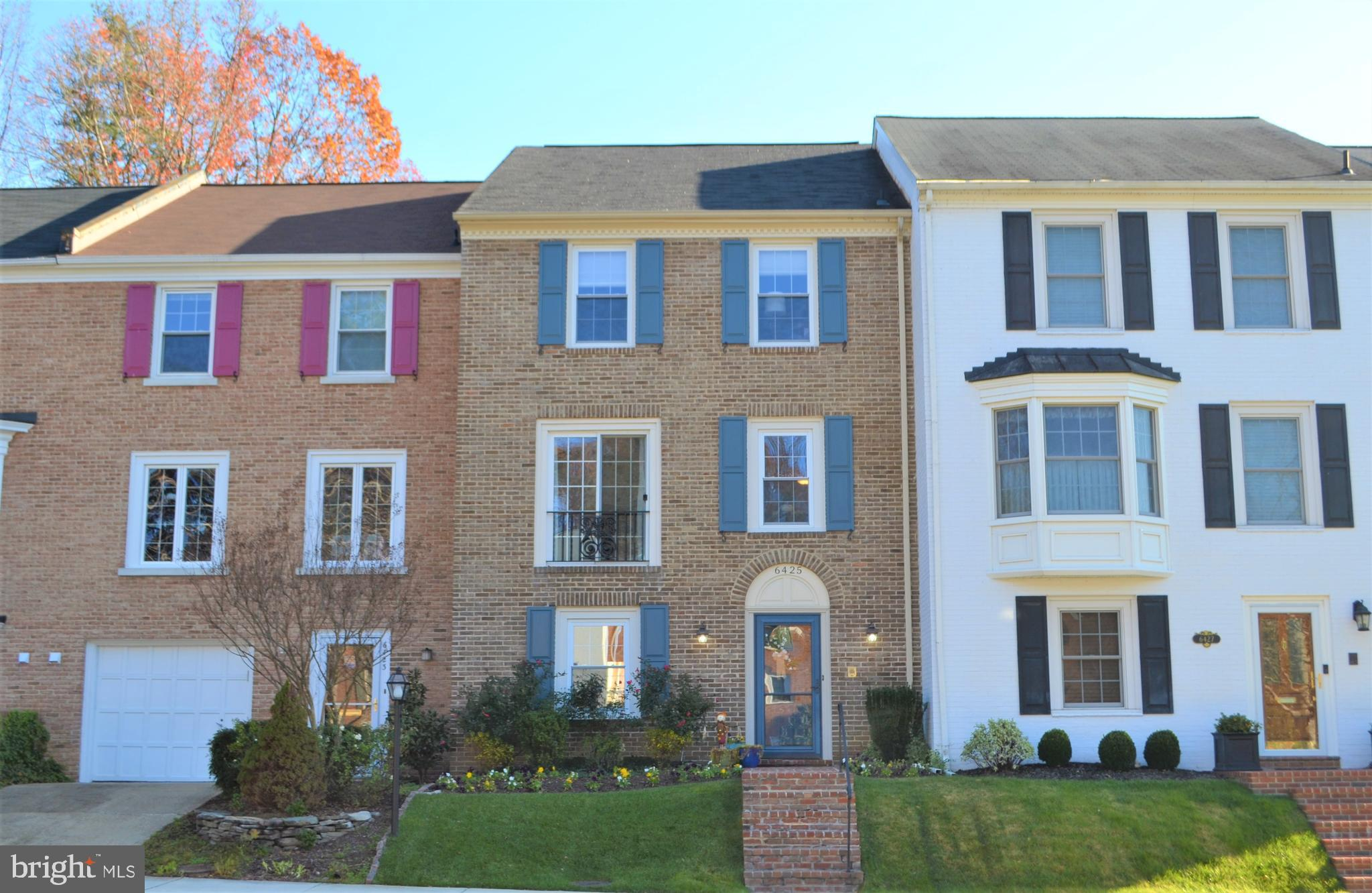 Welcome Home!  6425 Wainfleet Court is located in Springfield's desirable neighborhood of Rhygate, w