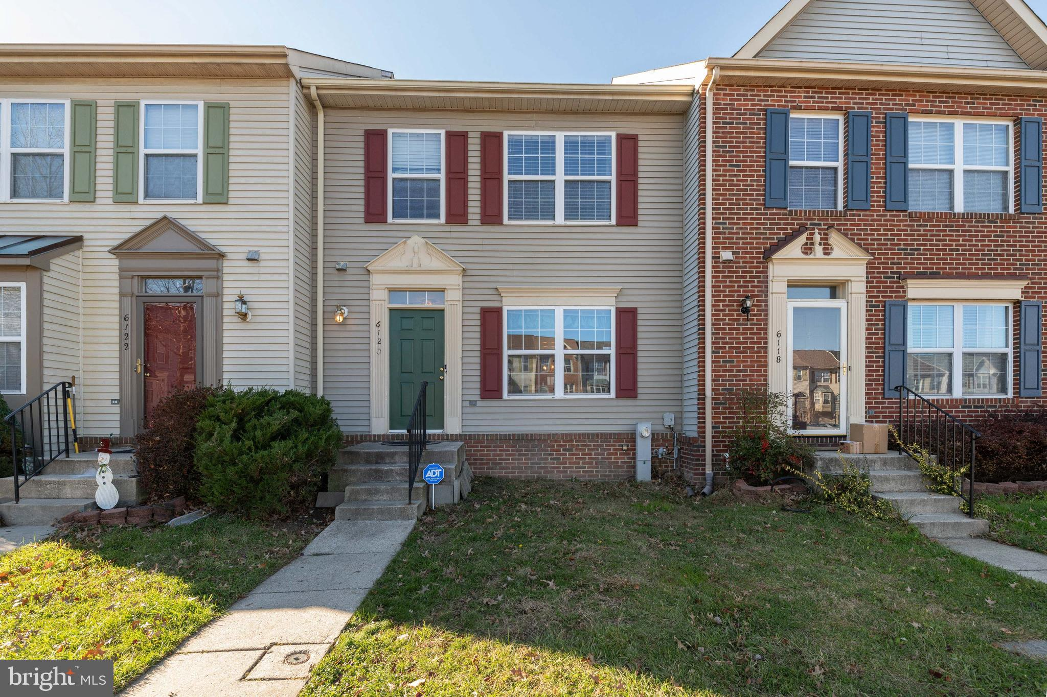 Come see this oversized Townhome w/ a CONVENIENT Columbia Location! This home has 1520 sqft on the t