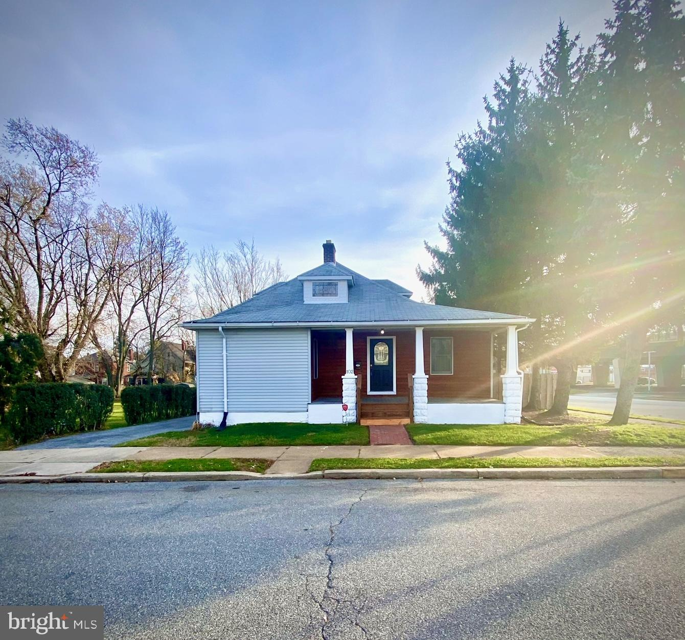 Visit this home virtually: http://www.vht.com/434123272/IDXS  Welcome to 102 East Christian Street!