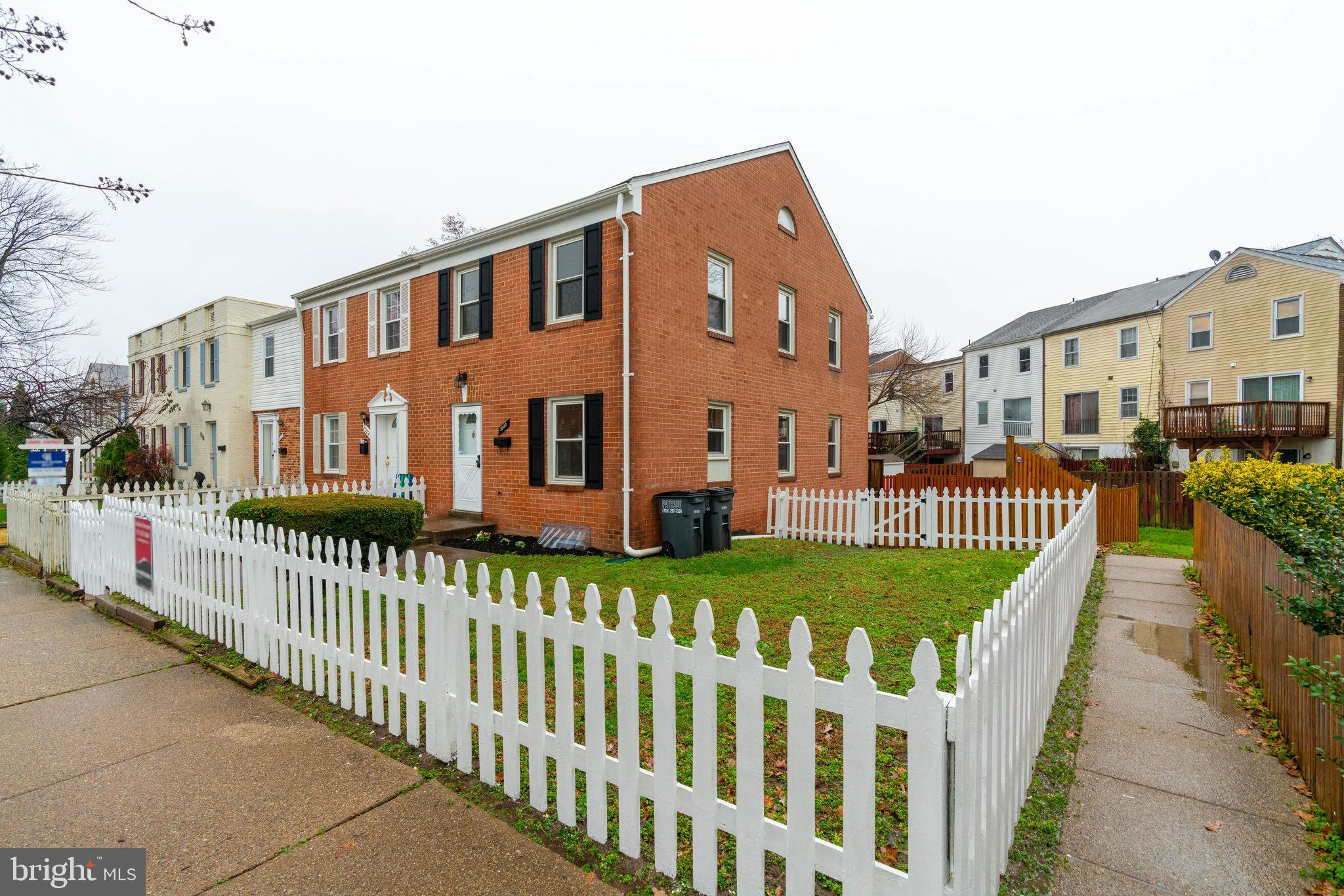 Conveniently located end unit townhome with a completely fenced yard (picket in the front and board